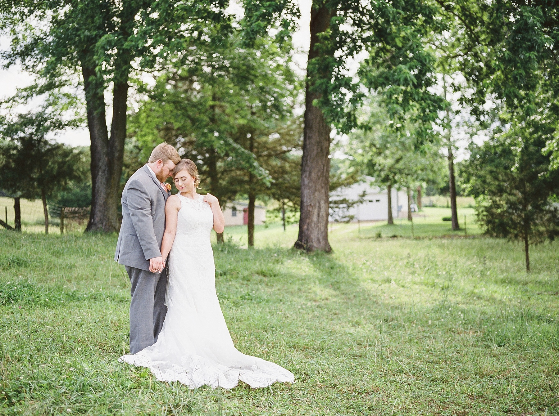 Peach and Dusty Blue Spring Wedding in Rolling Hills of Mid Missouri by Kelsi Kliethermes Photography Best Missouri and Maui Wedding Photographer_0017.jpg
