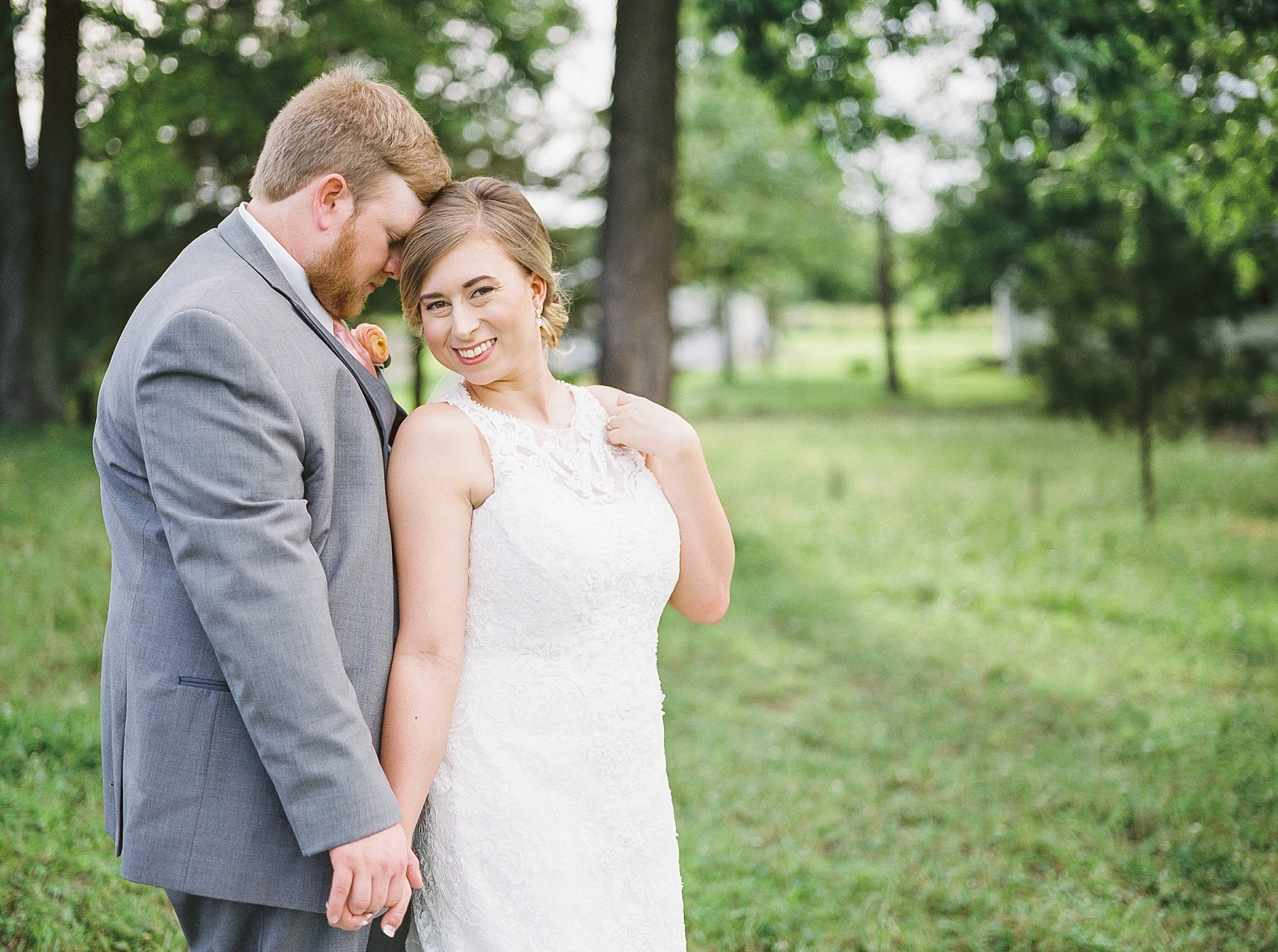 Peach and Dusty Blue Spring Wedding in Rolling Hills of Mid Missouri by Kelsi Kliethermes Photography Best Missouri and Maui Wedding Photographer_0018.jpg