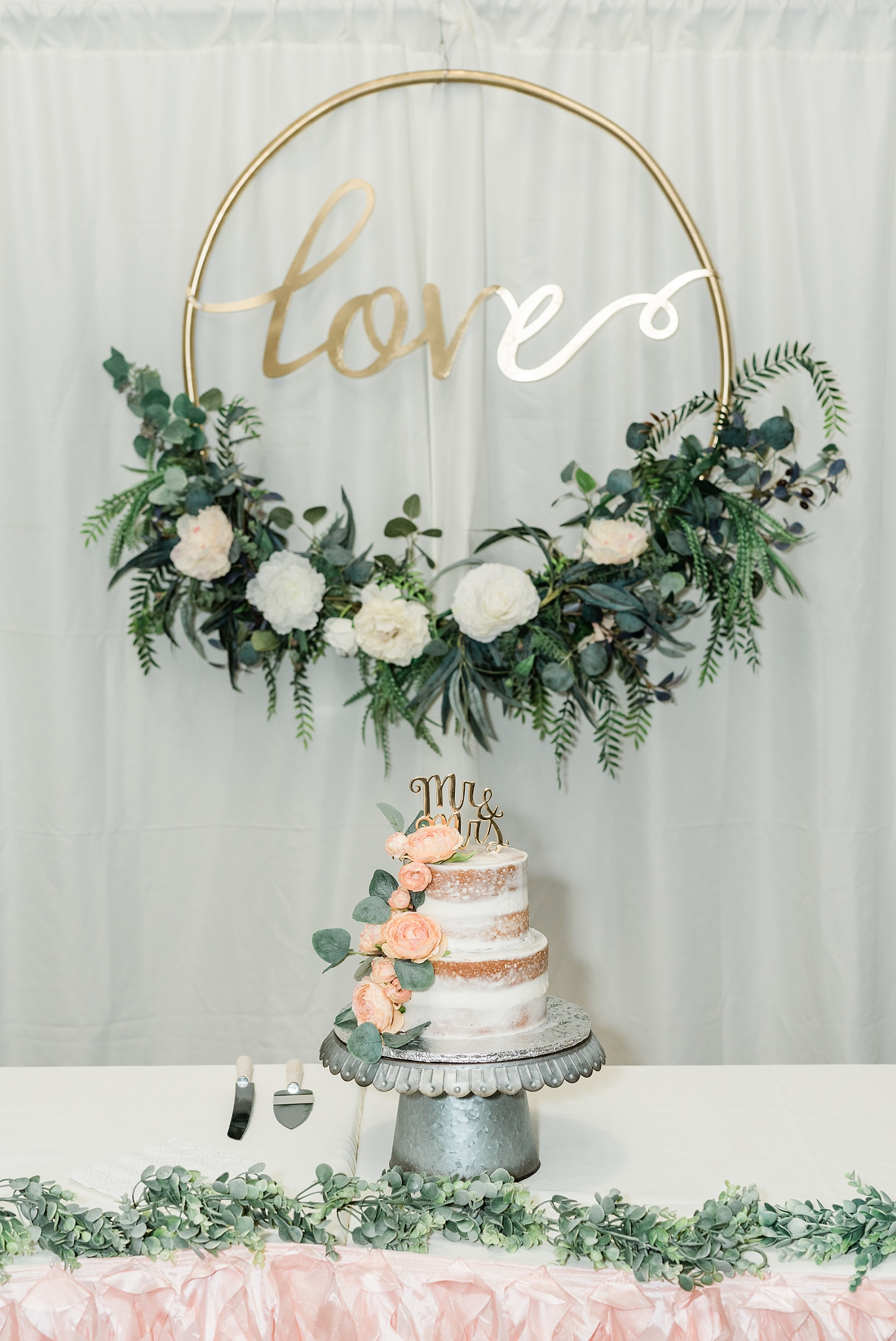 Peach and Dusty Blue Spring Wedding in Rolling Hills of Mid Missouri by Kelsi Kliethermes Photography Best Missouri and Maui Wedding Photographer_0042.jpg