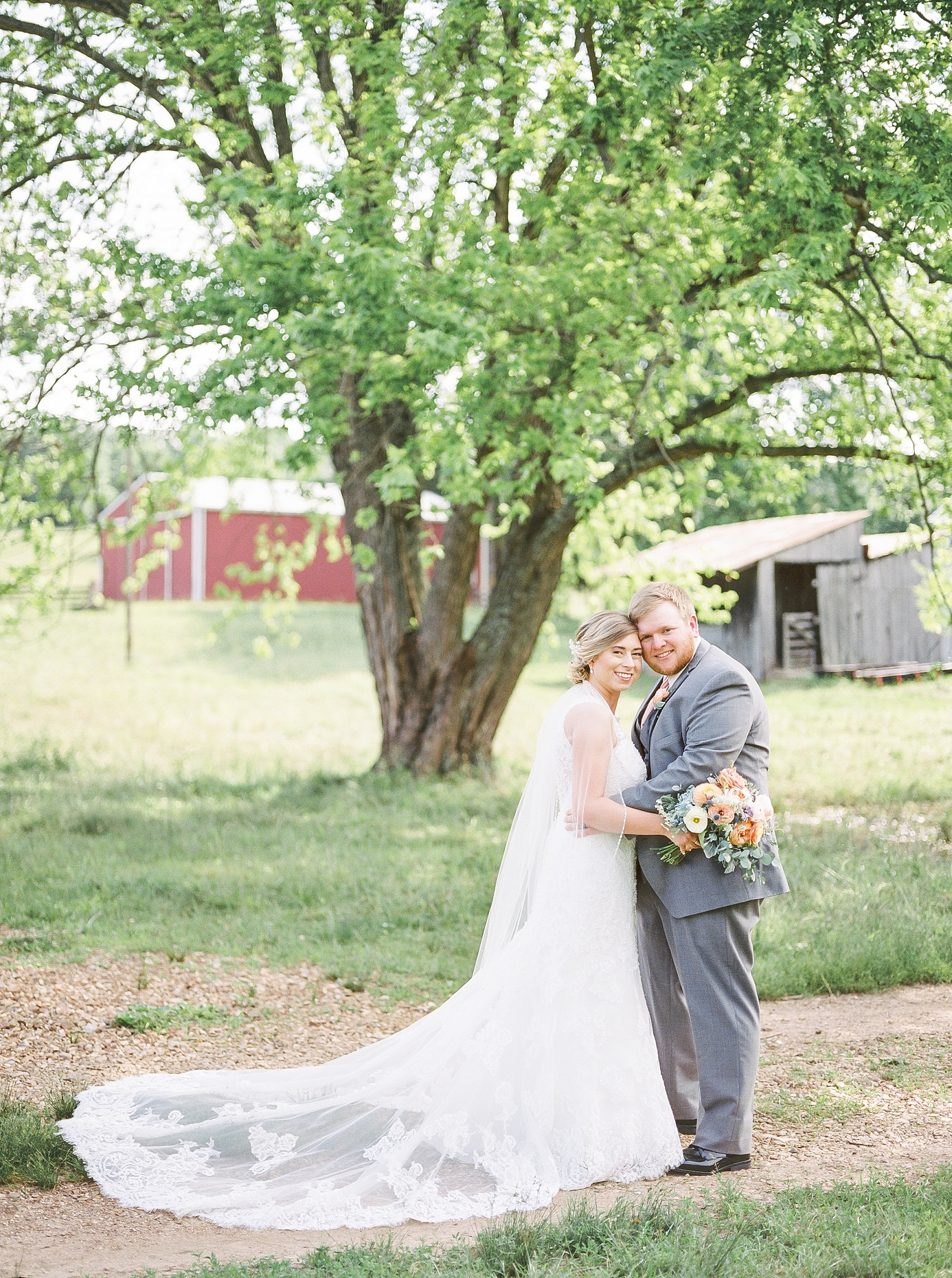 Peach and Dusty Blue Spring Wedding in Rolling Hills of Mid Missouri by Kelsi Kliethermes Photography Best Missouri and Maui Wedding Photographer_0043.jpg