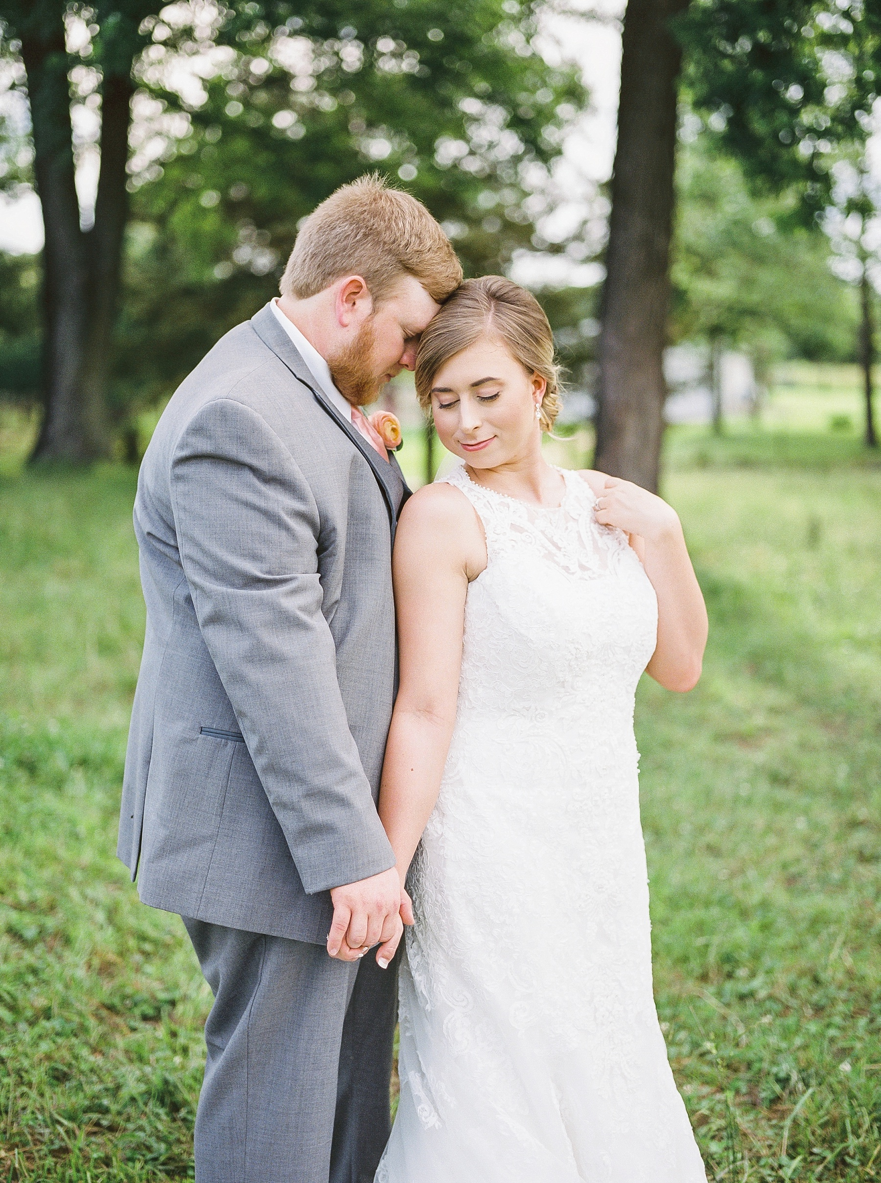 Peach and Dusty Blue Spring Wedding in Rolling Hills of Mid Missouri by Kelsi Kliethermes Photography Best Missouri and Maui Wedding Photographer_0045.jpg