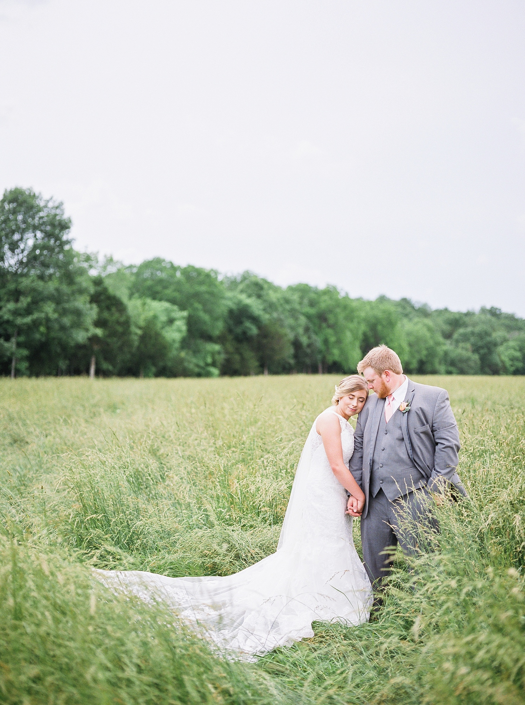 Peach and Dusty Blue Spring Wedding in Rolling Hills of Mid Missouri by Kelsi Kliethermes Photography Best Missouri and Maui Wedding Photographer_0046.jpg