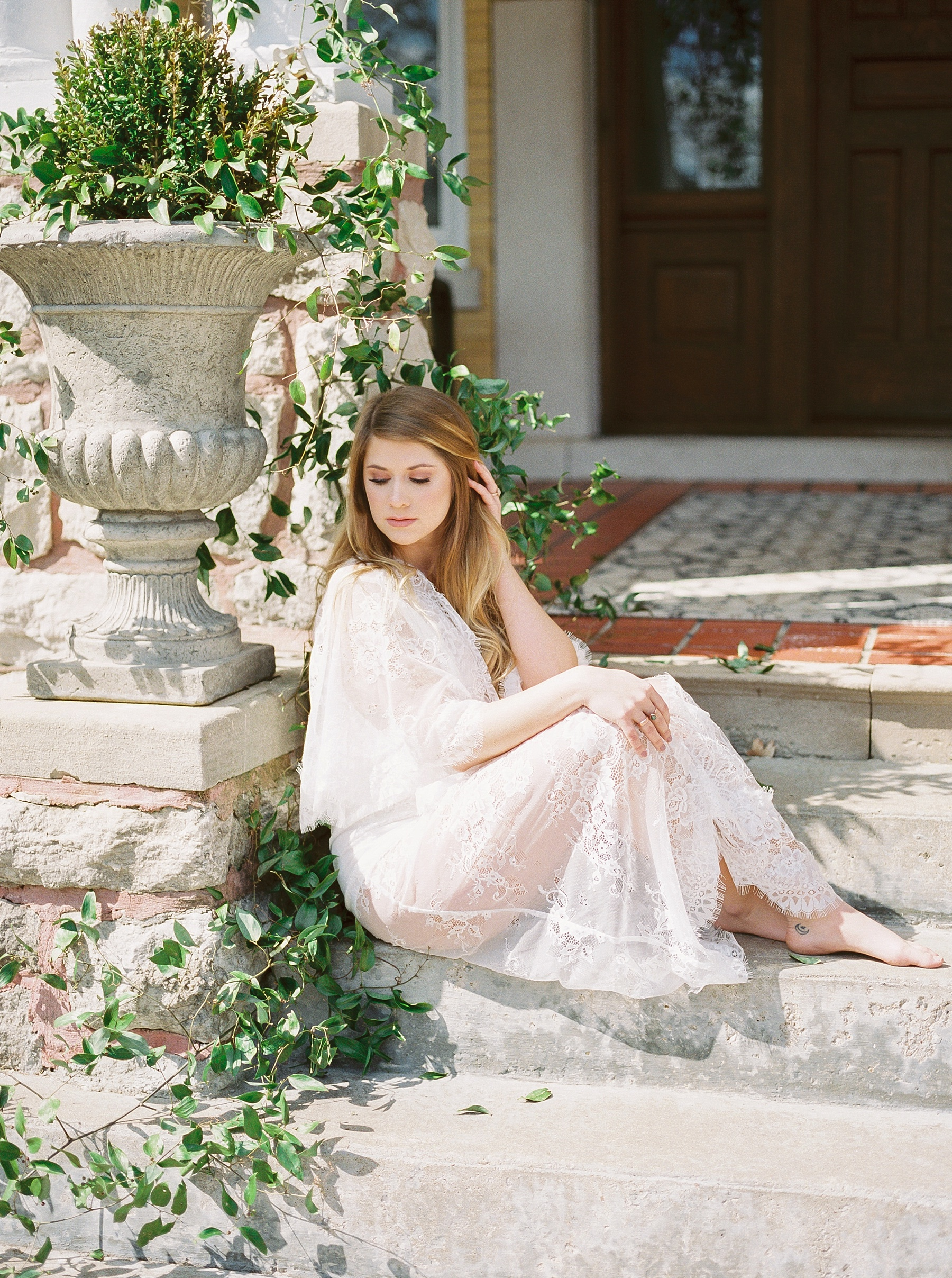Natural, Intimate, and Organic Bridal Session on Steps of Century Old Bed and Breakfast by Kelsi Kliethermes Photography Best Missouri and Maui Wedding Photographer_0014.jpg
