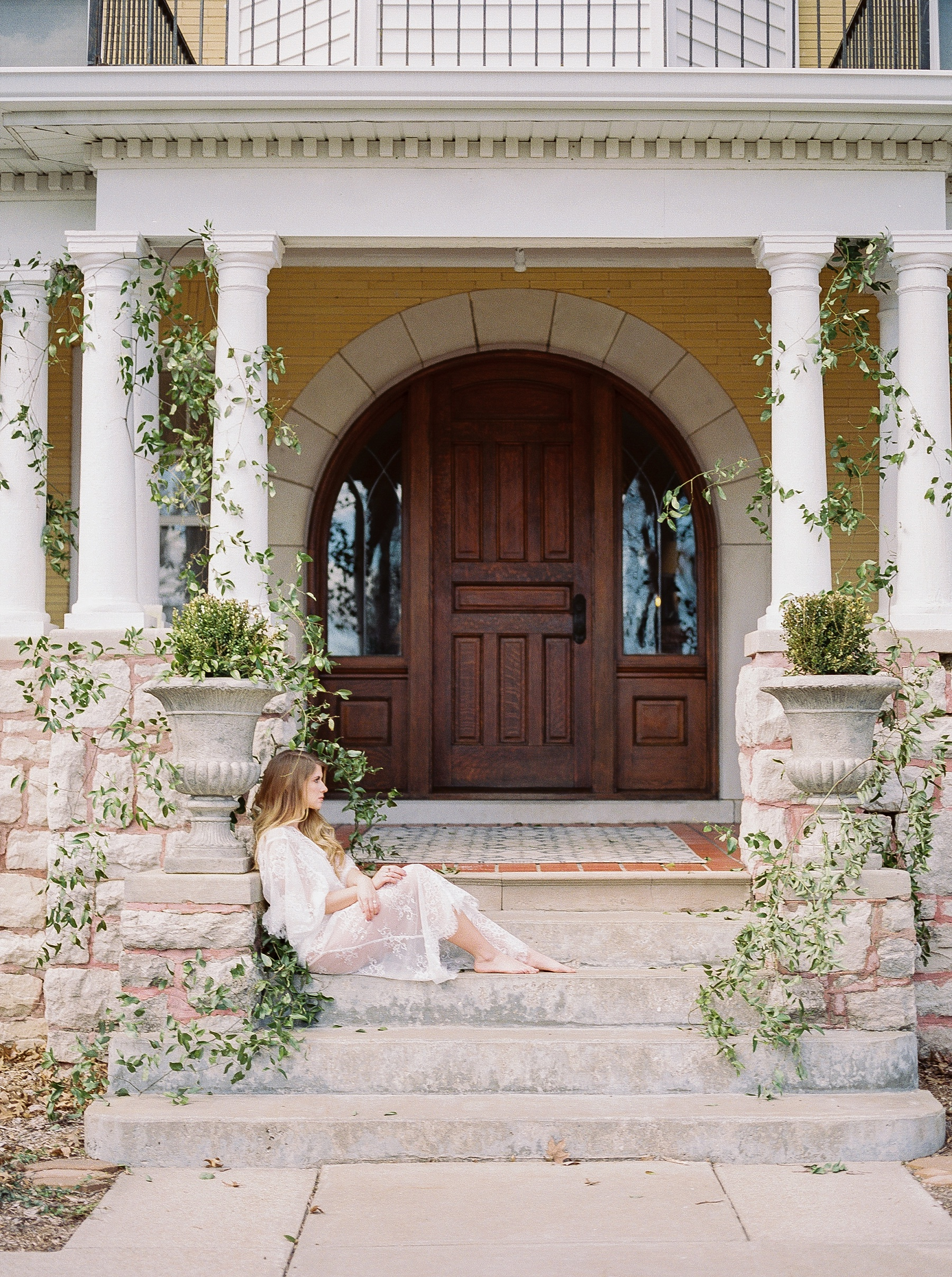 Natural, Intimate, and Organic Bridal Session on Steps of Century Old Bed and Breakfast by Kelsi Kliethermes Photography Best Missouri and Maui Wedding Photographer_0017.jpg