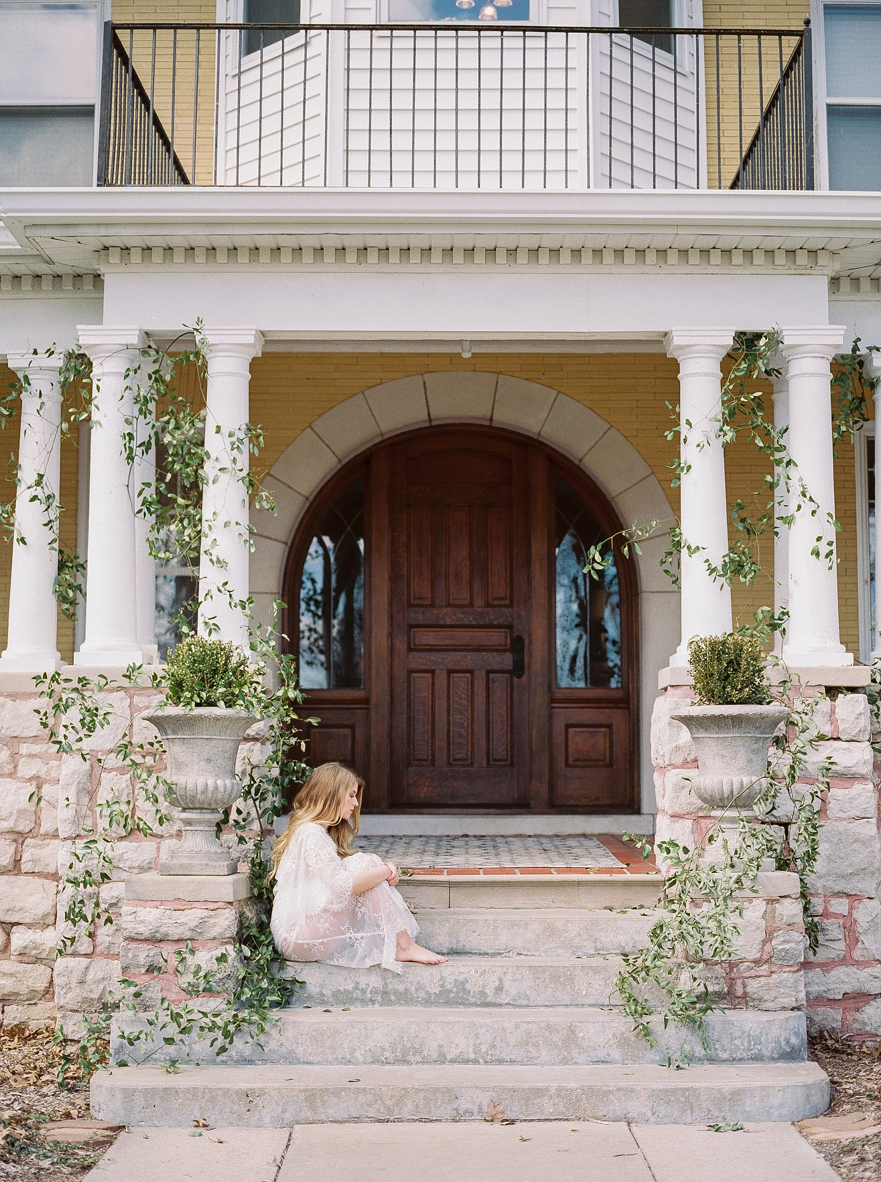 Natural, Intimate, and Organic Bridal Session on Steps of Century Old Bed and Breakfast by Kelsi Kliethermes Photography Best Missouri and Maui Wedding Photographer_0018.jpg