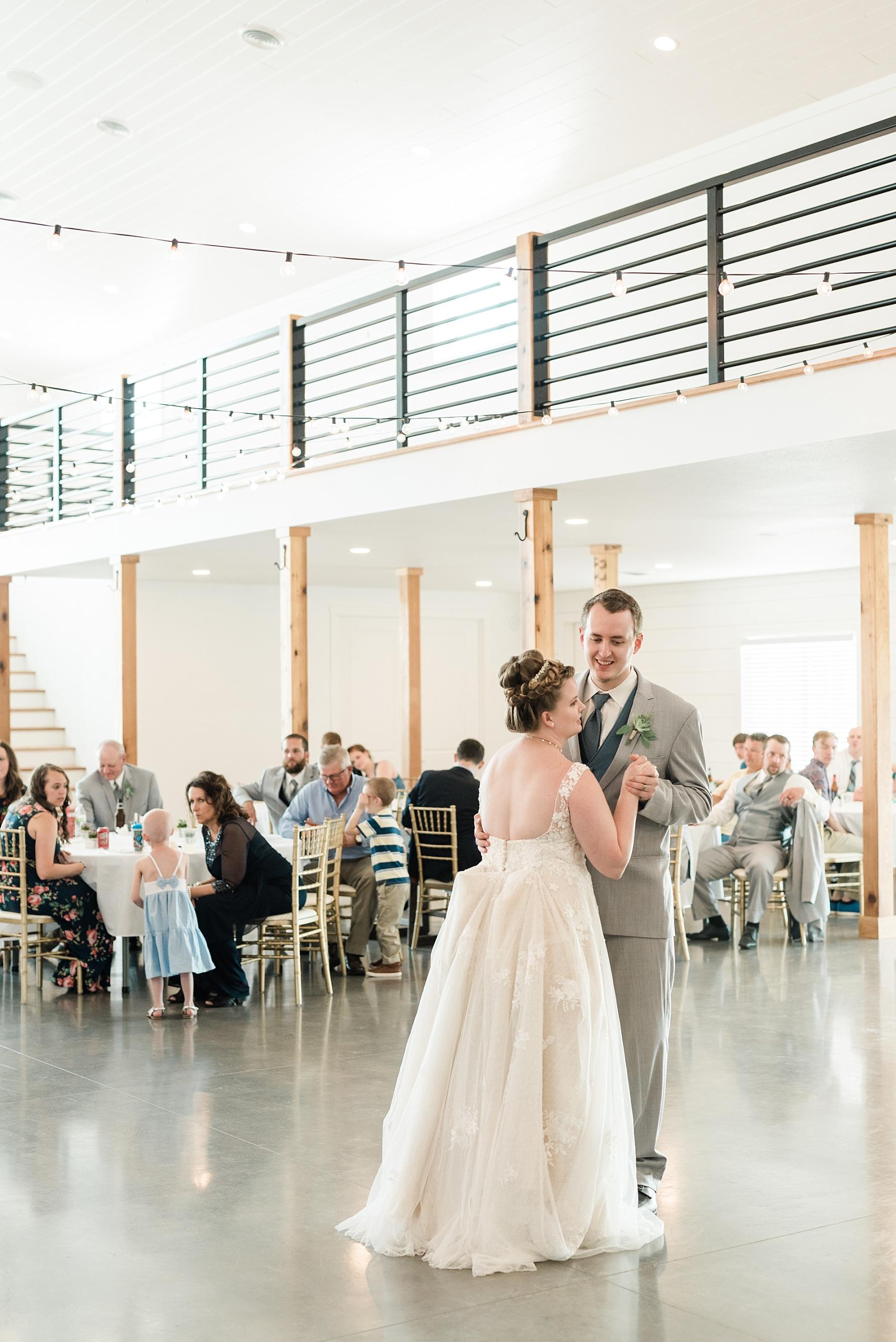 Intimate Summer Wedding at Emerson Fields by Kelsi Kliethermes Photography Best Missouri and Maui Wedding Photographer_0040.jpg