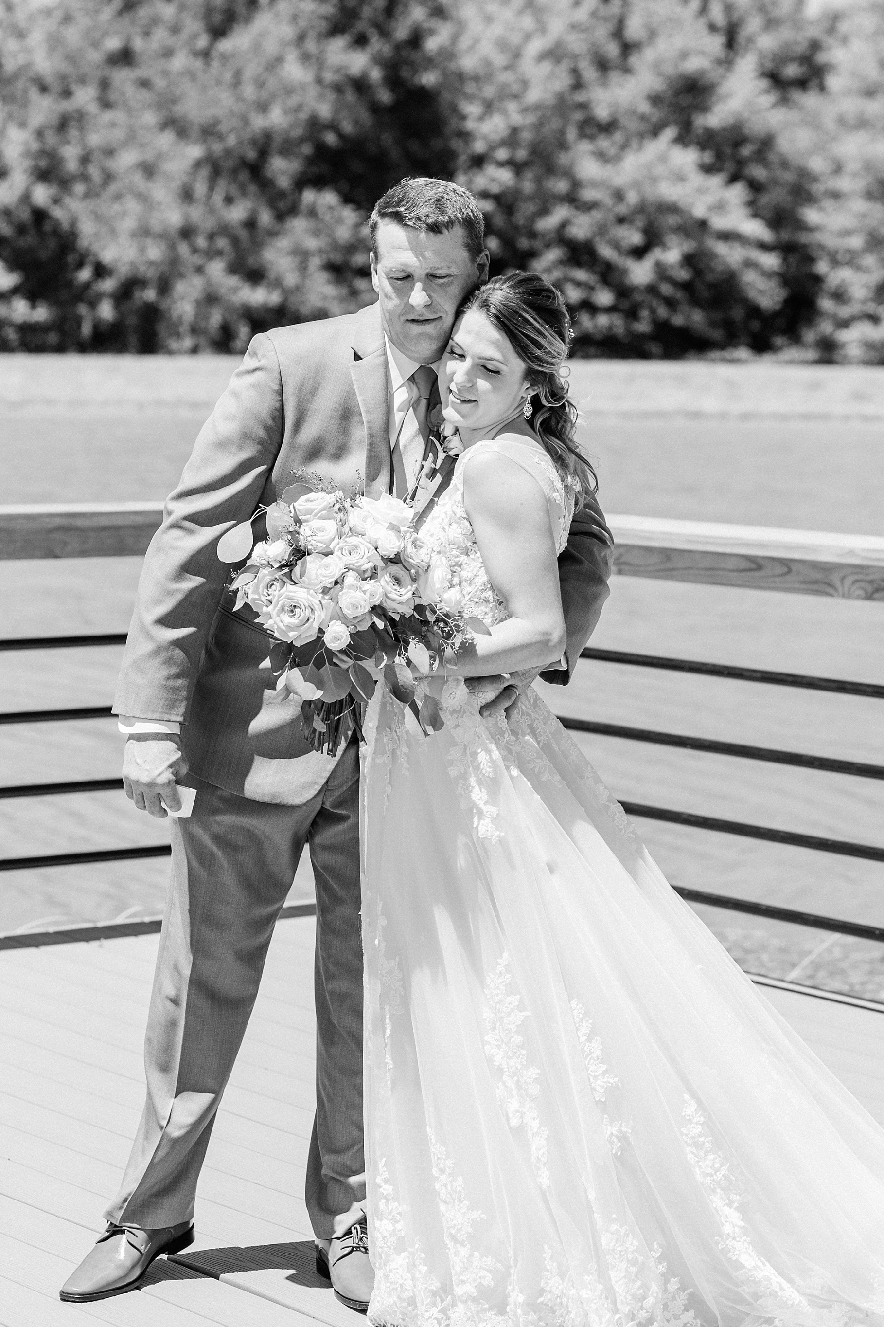 Classic Quartz, White, and Deep Green Wedding at Emerson Fields by Kelsi Kliethermes Photography Best Columbia Missouri and Maui Hawaii Wedding Photographer_0041.jpg