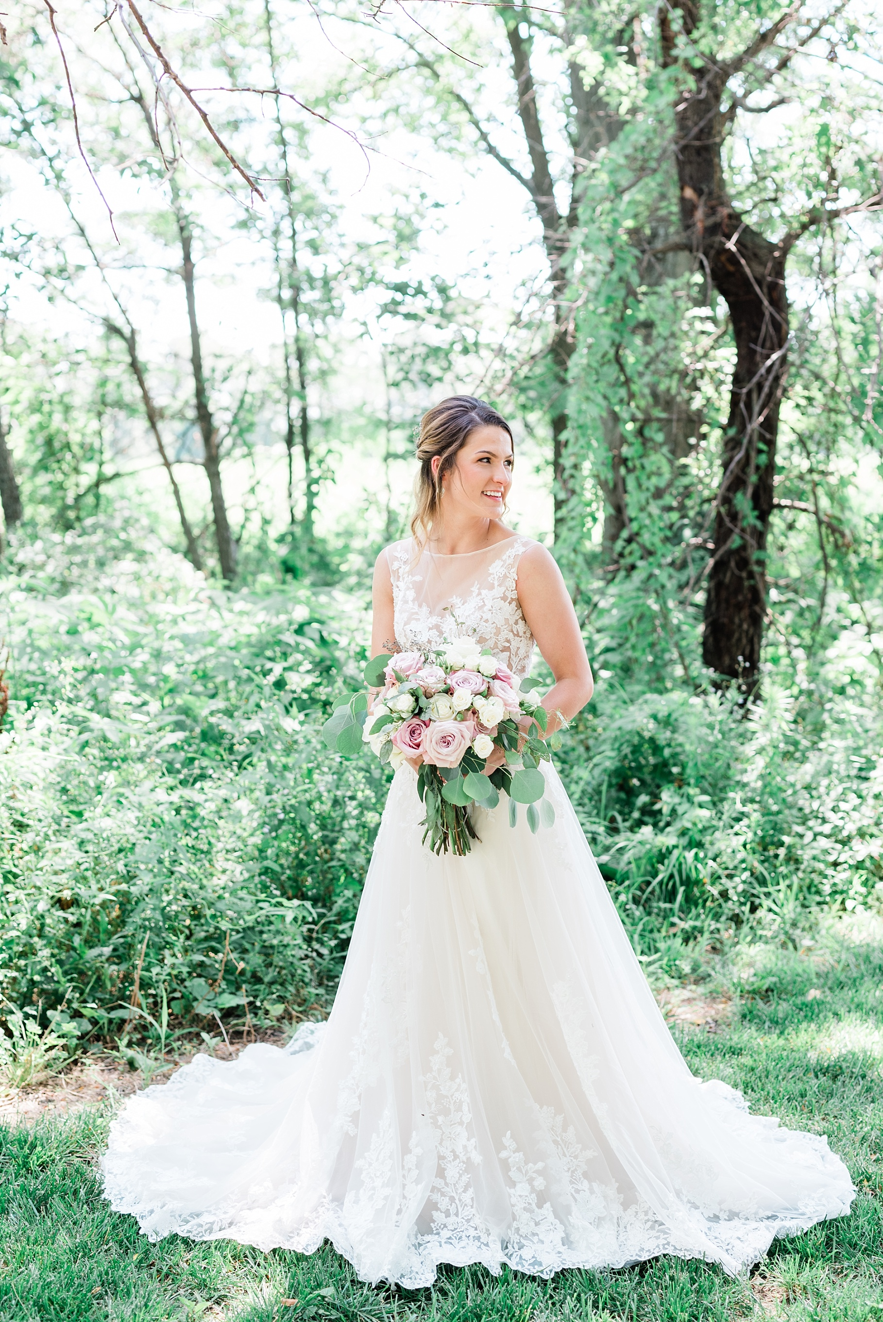 Classic Quartz, White, and Deep Green Wedding at Emerson Fields by Kelsi Kliethermes Photography Best Columbia Missouri and Maui Hawaii Wedding Photographer_0059.jpg