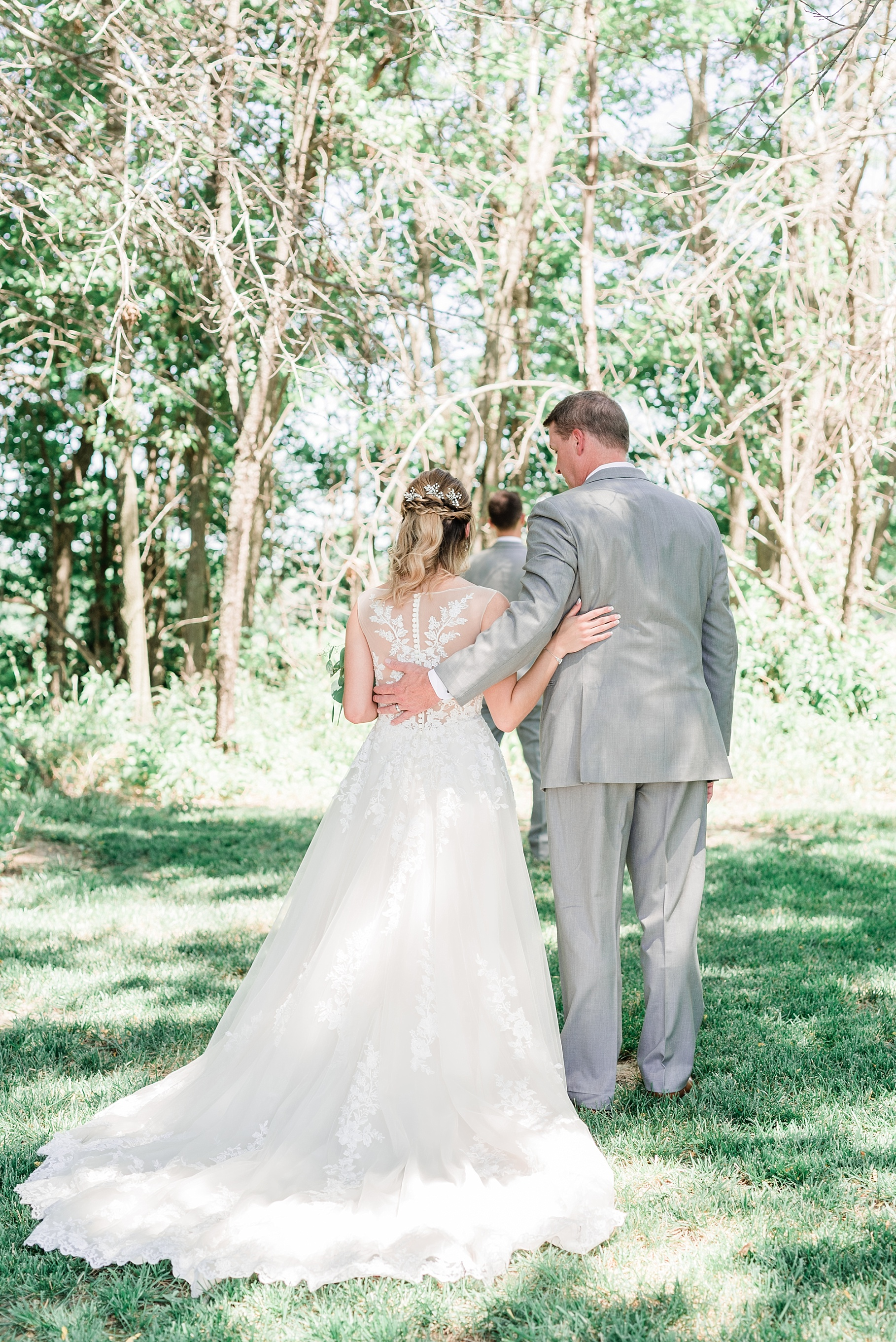 Classic Quartz, White, and Deep Green Wedding at Emerson Fields by Kelsi Kliethermes Photography Best Columbia Missouri and Maui Hawaii Wedding Photographer_0060.jpg