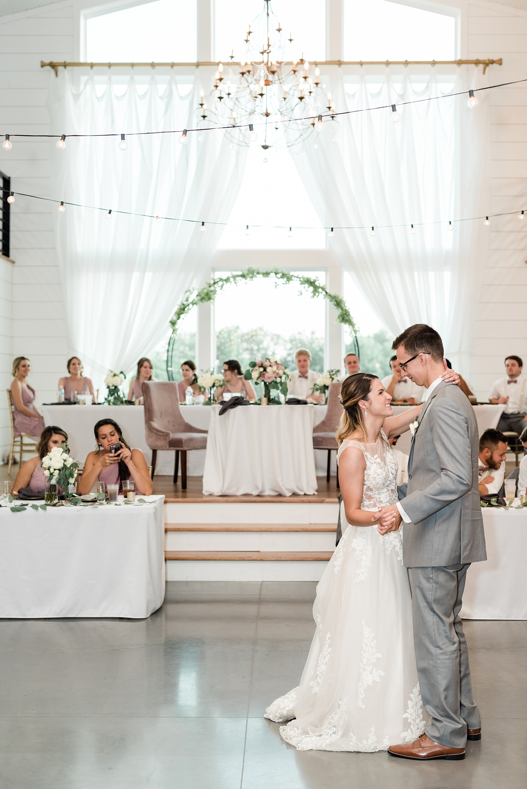 Classic Quartz, White, and Deep Green Wedding at Emerson Fields by Kelsi Kliethermes Photography Best Columbia Missouri and Maui Hawaii Wedding Photographer_0075.jpg