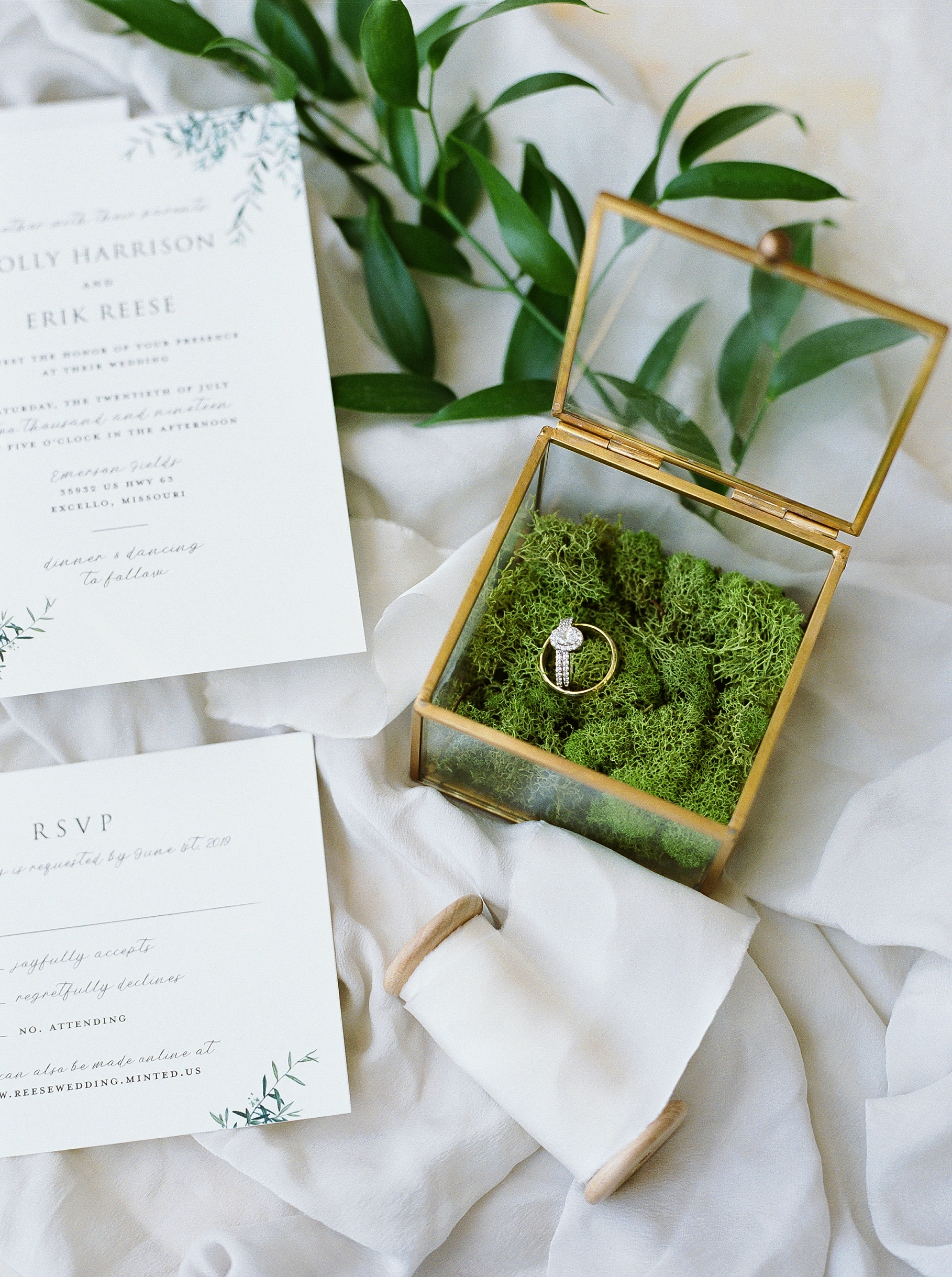 Classic Quartz, White, and Deep Green Wedding at Emerson Fields by Kelsi Kliethermes Photography Best Columbia Missouri and Maui Hawaii Wedding Photographer_0076.jpg