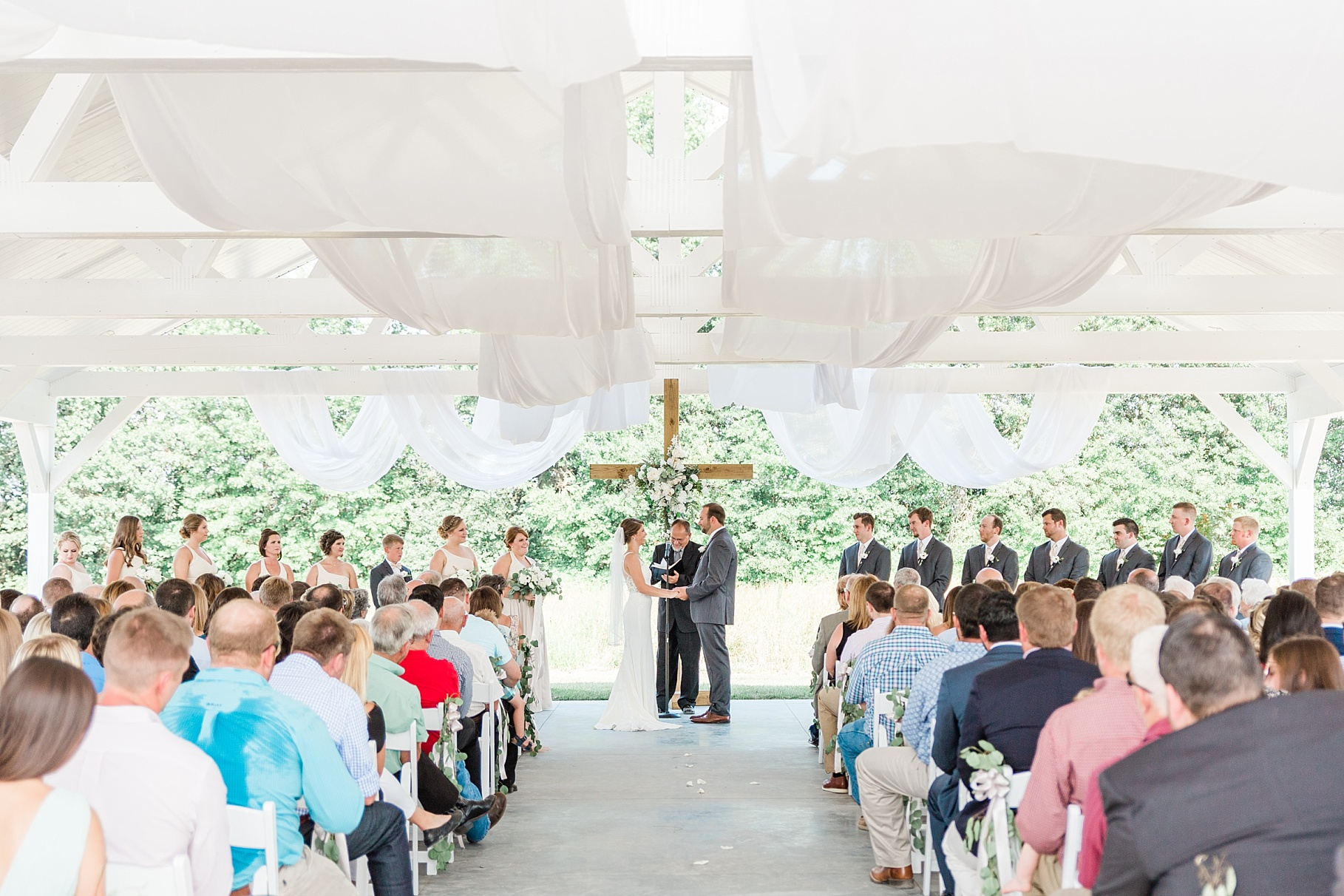 Wedding Ceremony with Confetti Pop at Emerson Fields Venue by Associate Wedding Photographer for Kelsi Kliethermes Photography Best Columbia Missouri and Maui Hawaii Wedding Photographer_0016.jpg