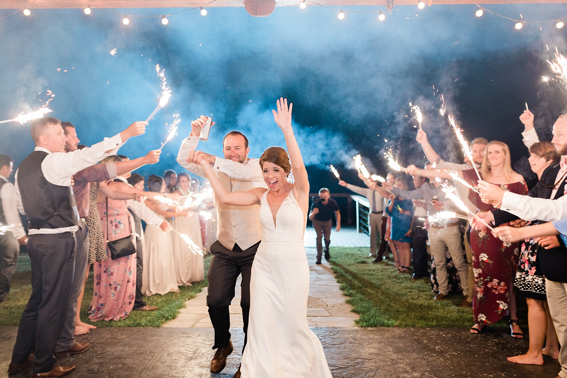 Wedding Ceremony with Confetti Pop at Emerson Fields Venue by Associate Wedding Photographer for Kelsi Kliethermes Photography Best Columbia Missouri and Maui Hawaii Wedding Photographer_0025.jpg
