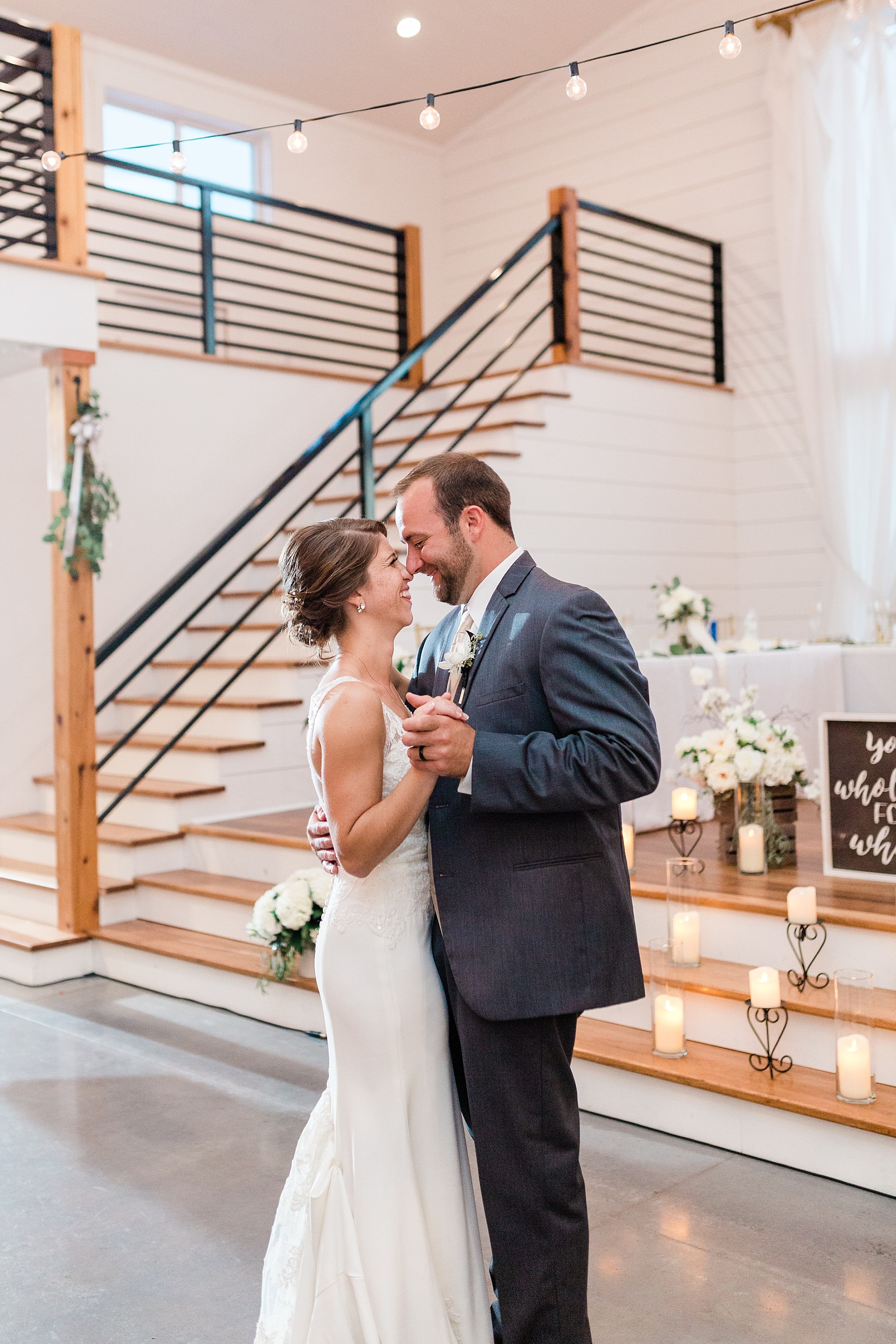 Wedding Ceremony with Confetti Pop at Emerson Fields Venue by Associate Wedding Photographer for Kelsi Kliethermes Photography Best Columbia Missouri and Maui Hawaii Wedding Photographer_0027.jpg