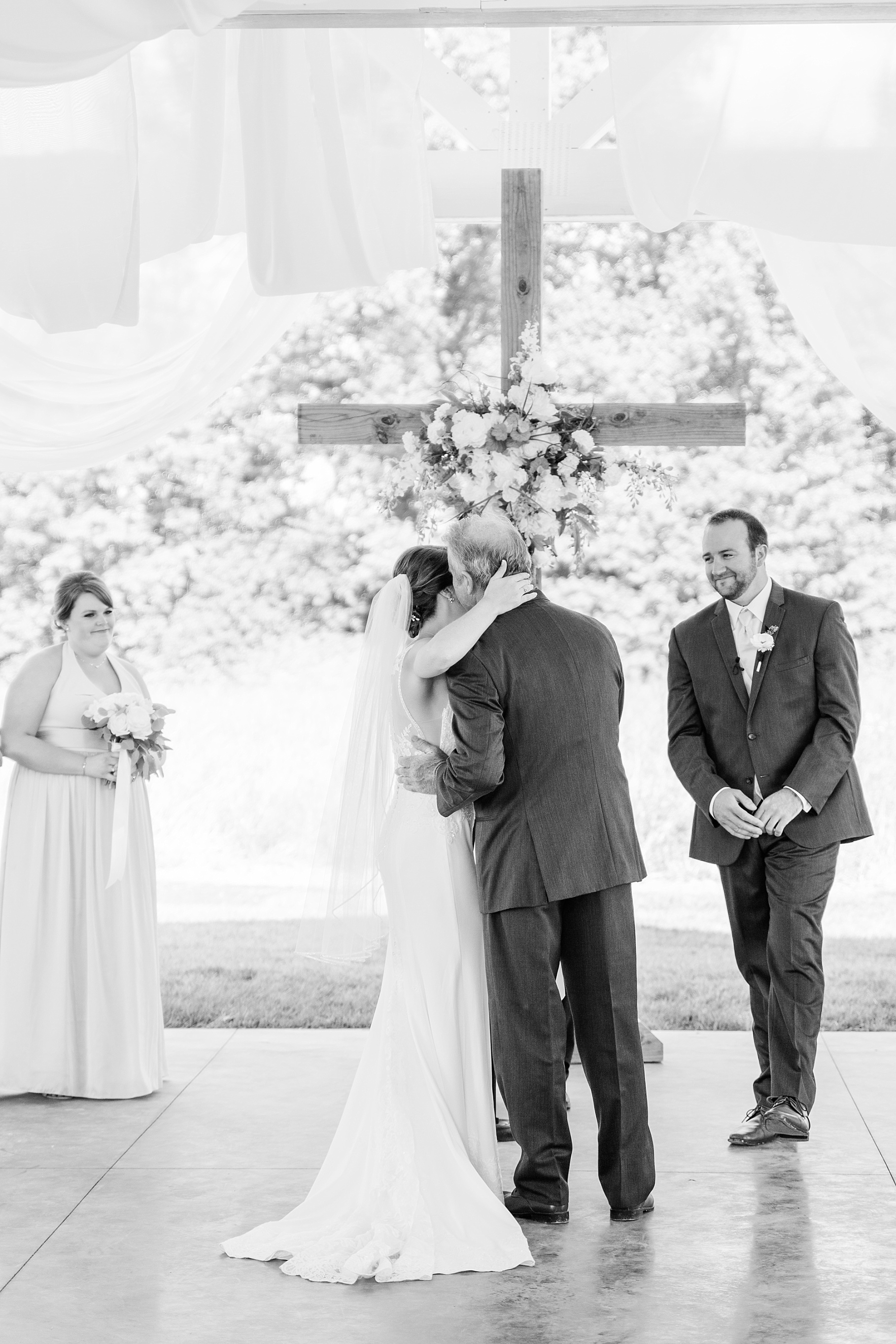 Wedding Ceremony with Confetti Pop at Emerson Fields Venue by Associate Wedding Photographer for Kelsi Kliethermes Photography Best Columbia Missouri and Maui Hawaii Wedding Photographer_0051.jpg