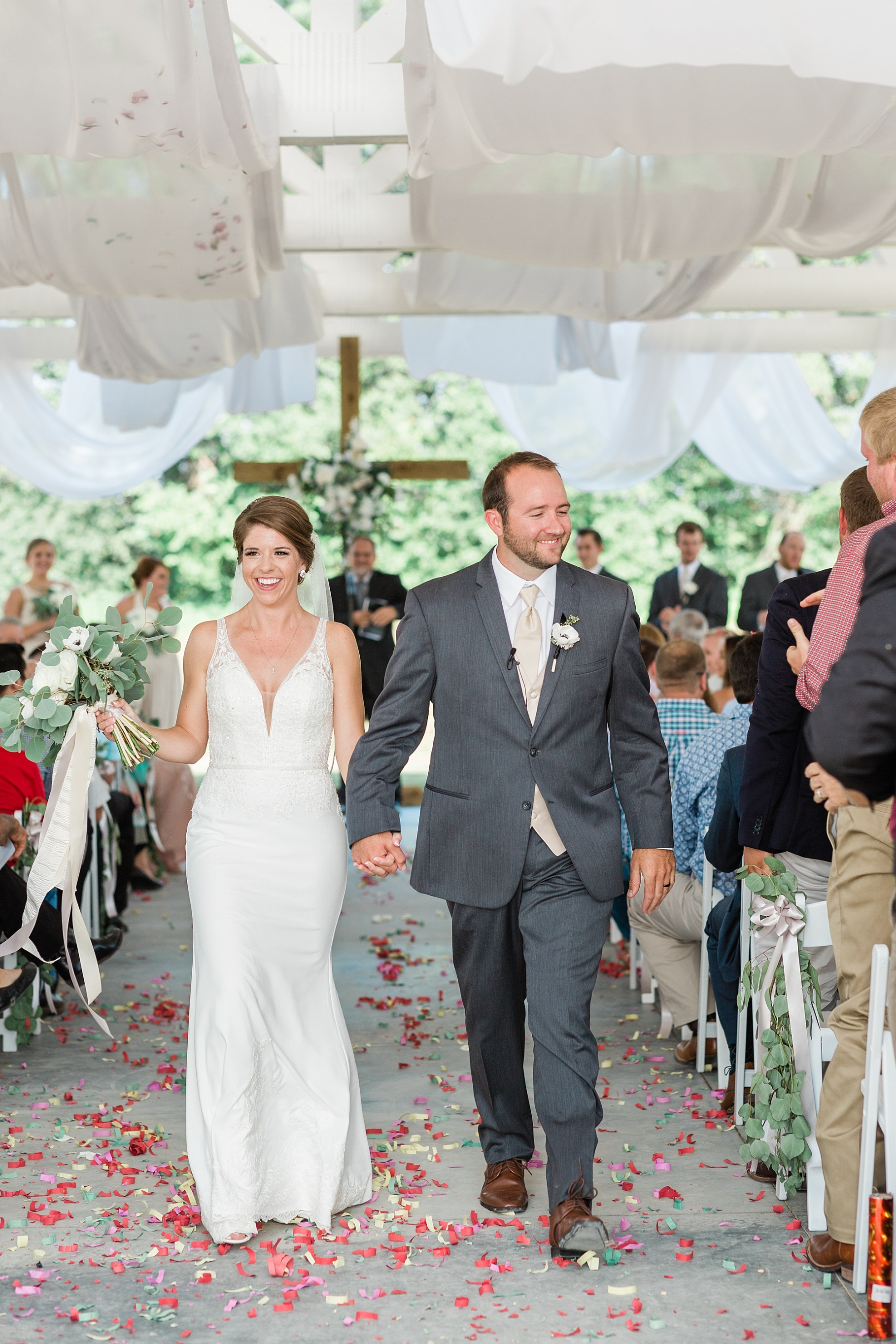 Wedding Ceremony with Confetti Pop at Emerson Fields Venue by Associate Wedding Photographer for Kelsi Kliethermes Photography Best Columbia Missouri and Maui Hawaii Wedding Photographer_0053.jpg