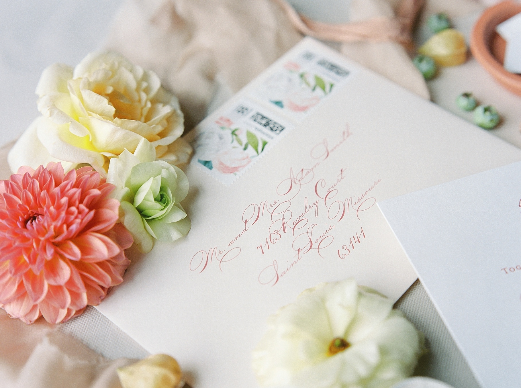 Late Summer Wedding With Pastel Toned Soiree at Blue Bell Farm by Kelsi Kliethermes Photography Best Columbia Missouri Wedding Photographer_0002.jpg