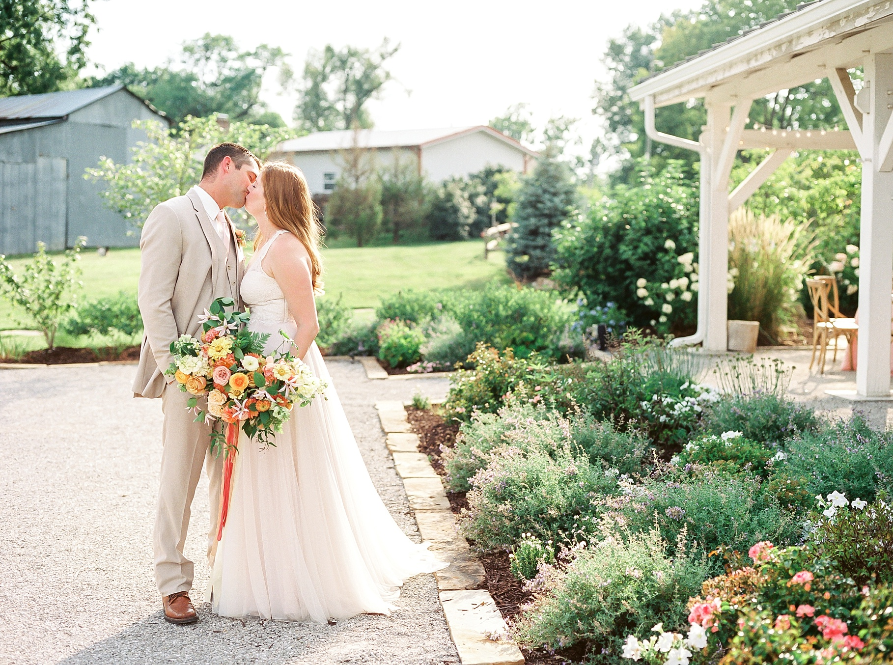 Late Summer Wedding With Pastel Toned Soiree at Blue Bell Farm by Kelsi Kliethermes Photography Best Columbia Missouri Wedding Photographer_0009.jpg