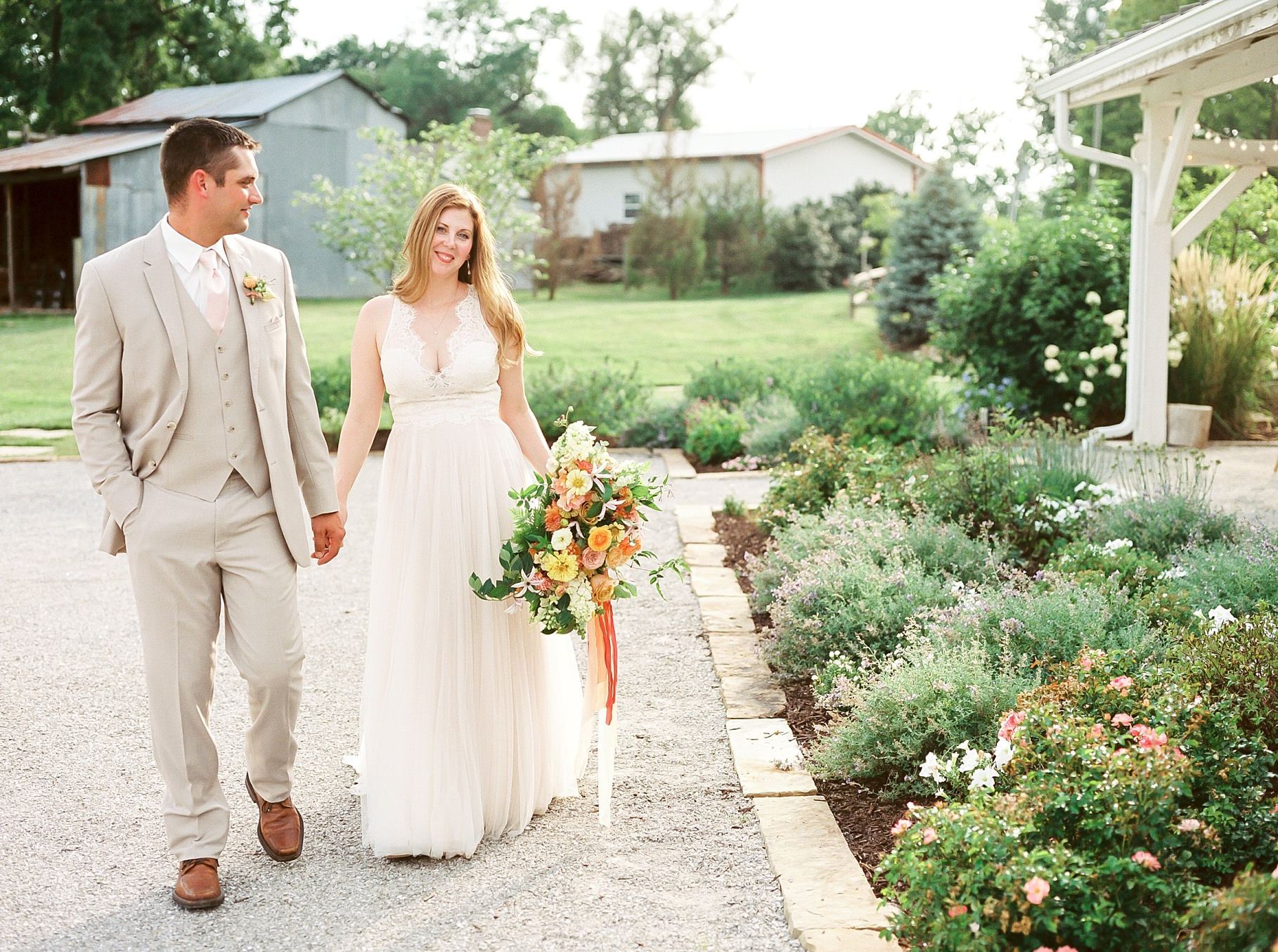 Late Summer Wedding With Pastel Toned Soiree at Blue Bell Farm by Kelsi Kliethermes Photography Best Columbia Missouri Wedding Photographer_0011.jpg