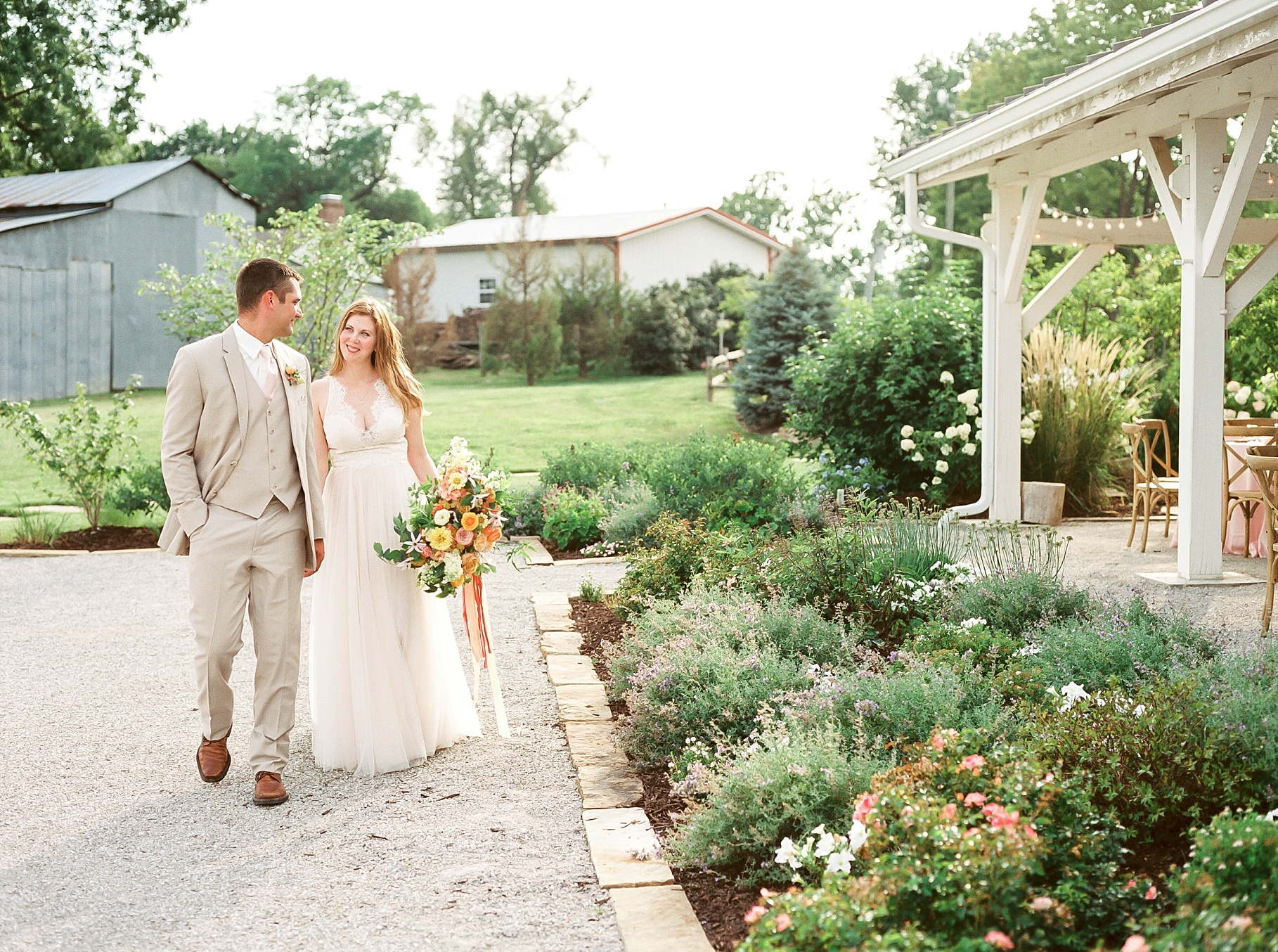 Late Summer Wedding With Pastel Toned Soiree at Blue Bell Farm by Kelsi Kliethermes Photography Best Columbia Missouri Wedding Photographer_0012.jpg