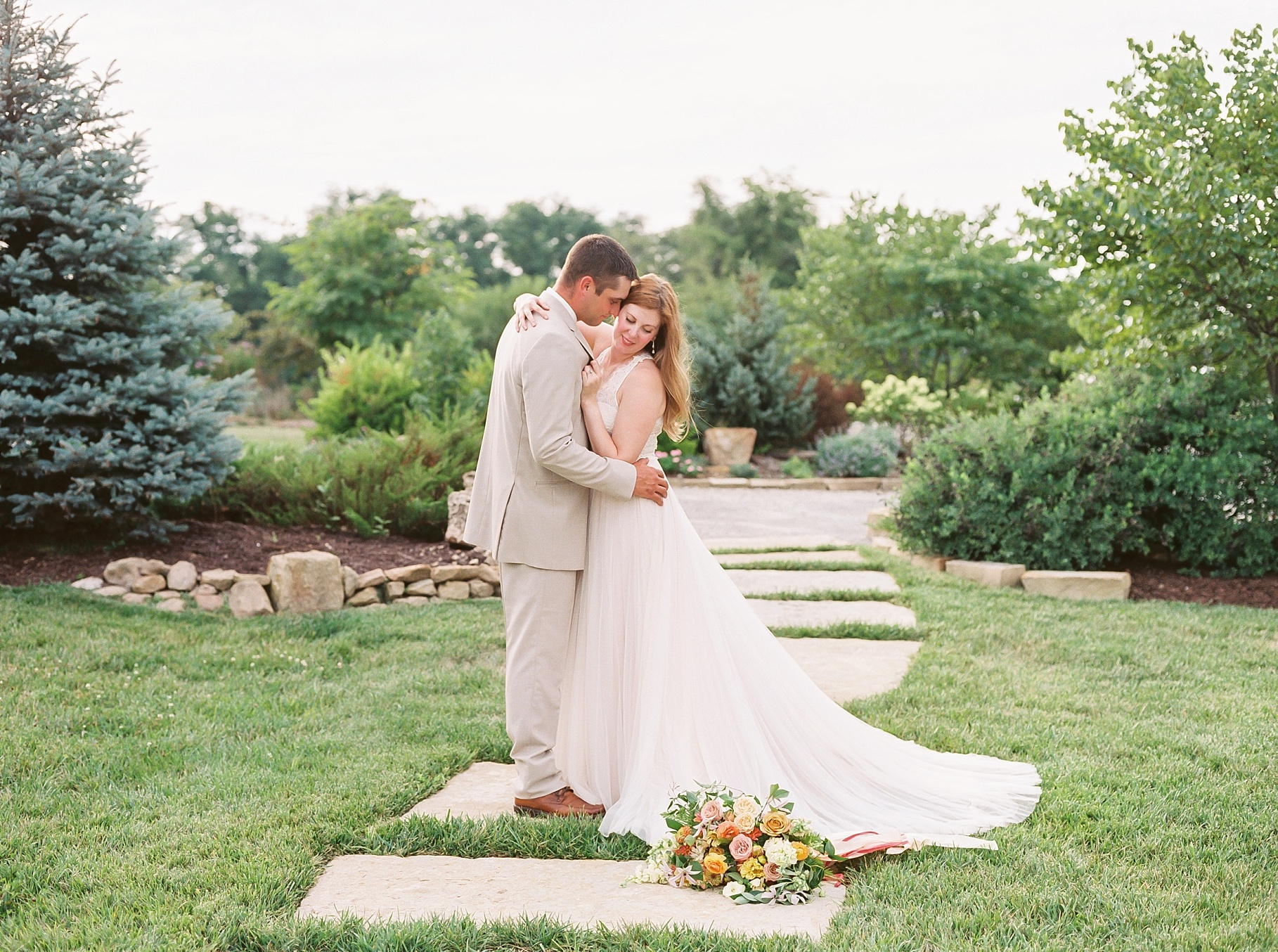 Late Summer Wedding With Pastel Toned Soiree at Blue Bell Farm by Kelsi Kliethermes Photography Best Columbia Missouri Wedding Photographer_0025.jpg