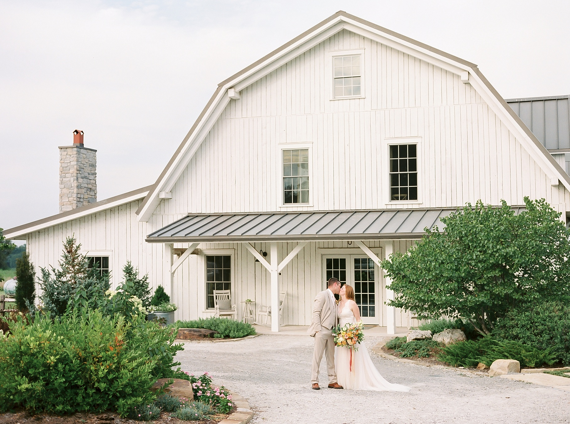Late Summer Wedding With Pastel Toned Soiree at Blue Bell Farm by Kelsi Kliethermes Photography Best Columbia Missouri Wedding Photographer_0026.jpg