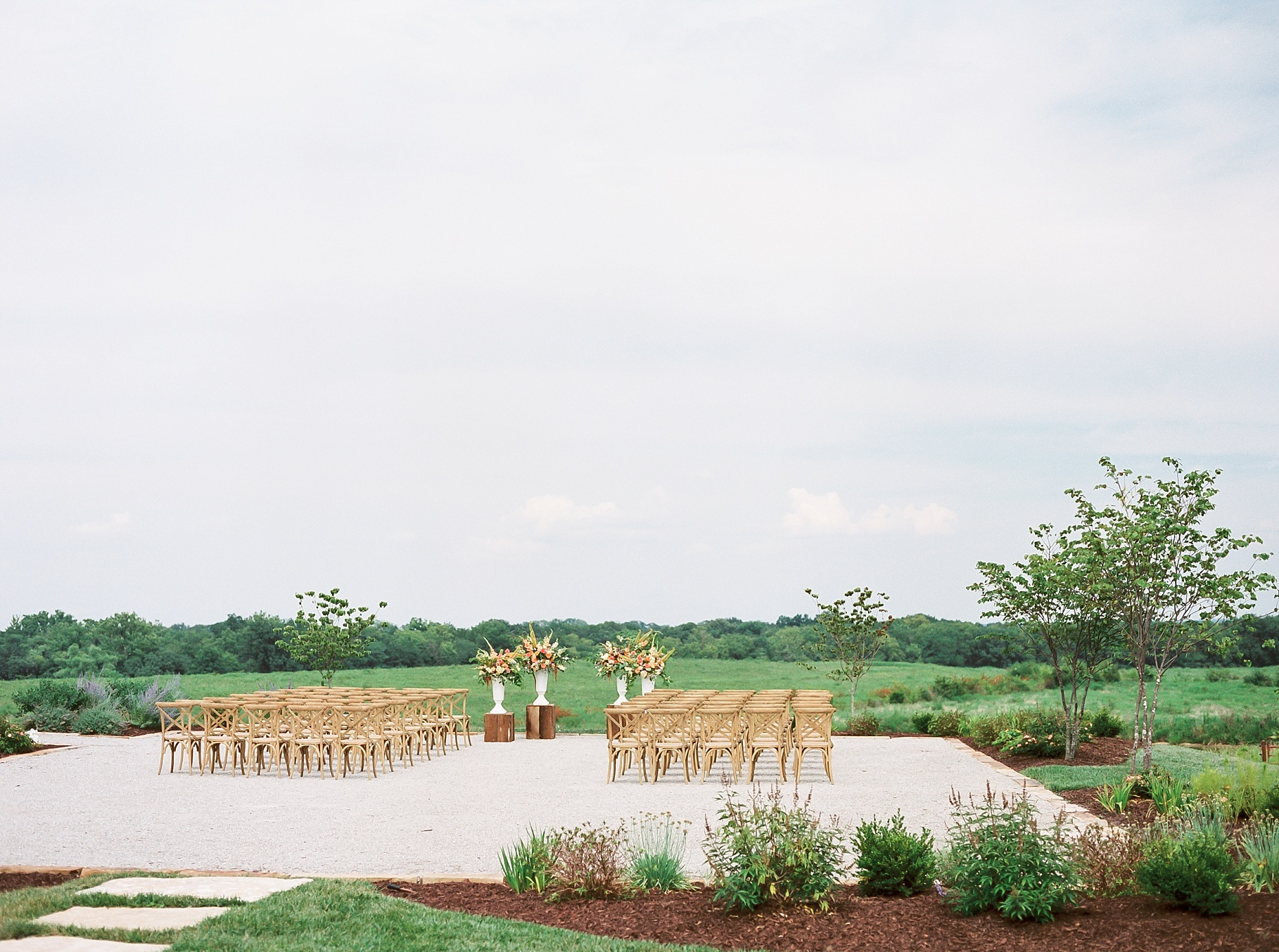 Late Summer Wedding With Pastel Toned Soiree at Blue Bell Farm by Kelsi Kliethermes Photography Best Columbia Missouri Wedding Photographer_0028.jpg