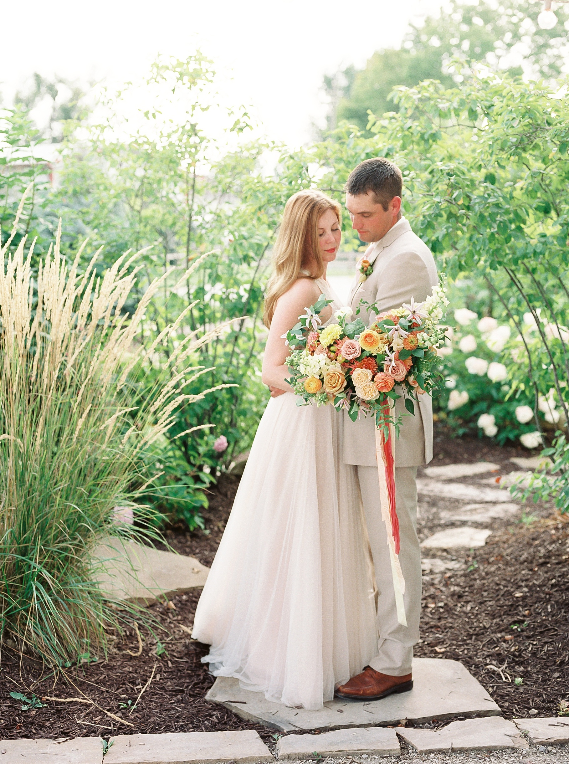 Late Summer Wedding With Pastel Toned Soiree at Blue Bell Farm by Kelsi Kliethermes Photography Best Columbia Missouri Wedding Photographer_0064.jpg