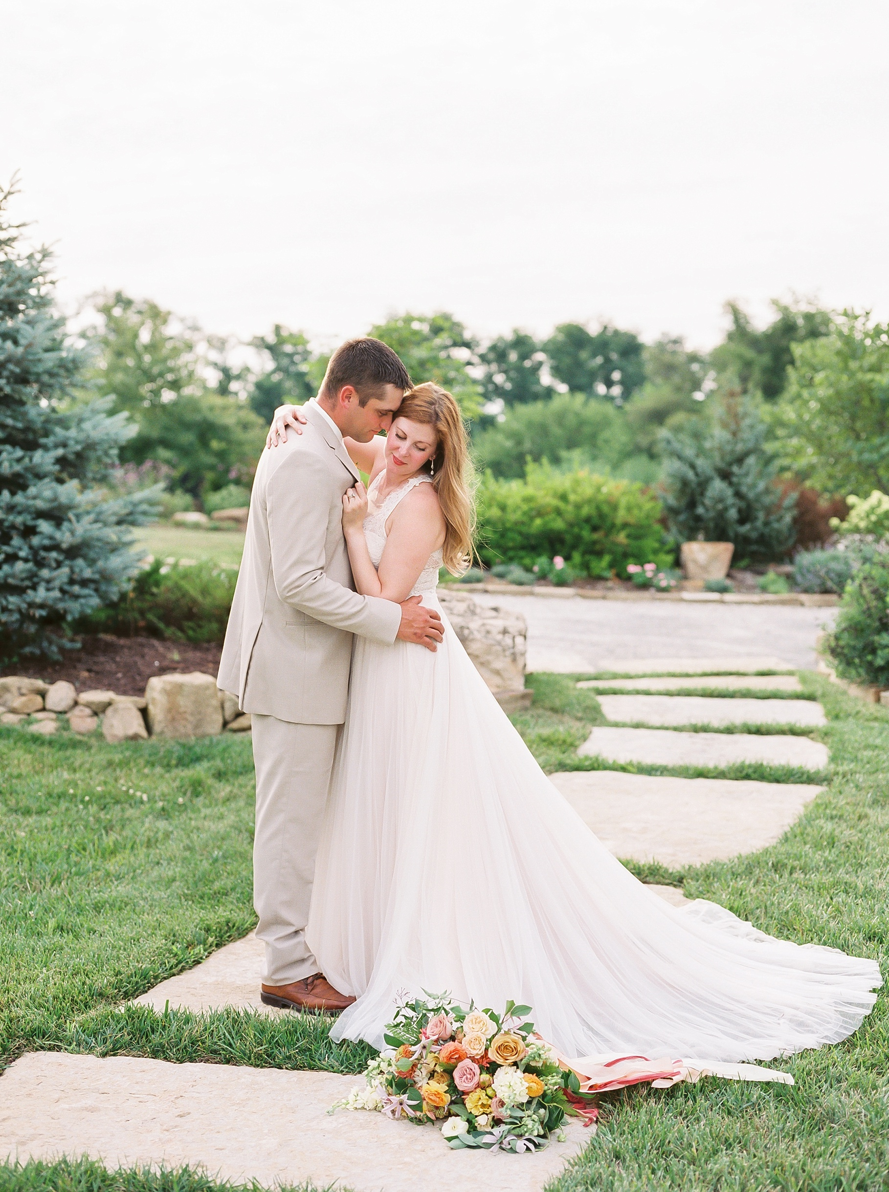 Late Summer Wedding With Pastel Toned Soiree at Blue Bell Farm by Kelsi Kliethermes Photography Best Columbia Missouri Wedding Photographer_0093.jpg