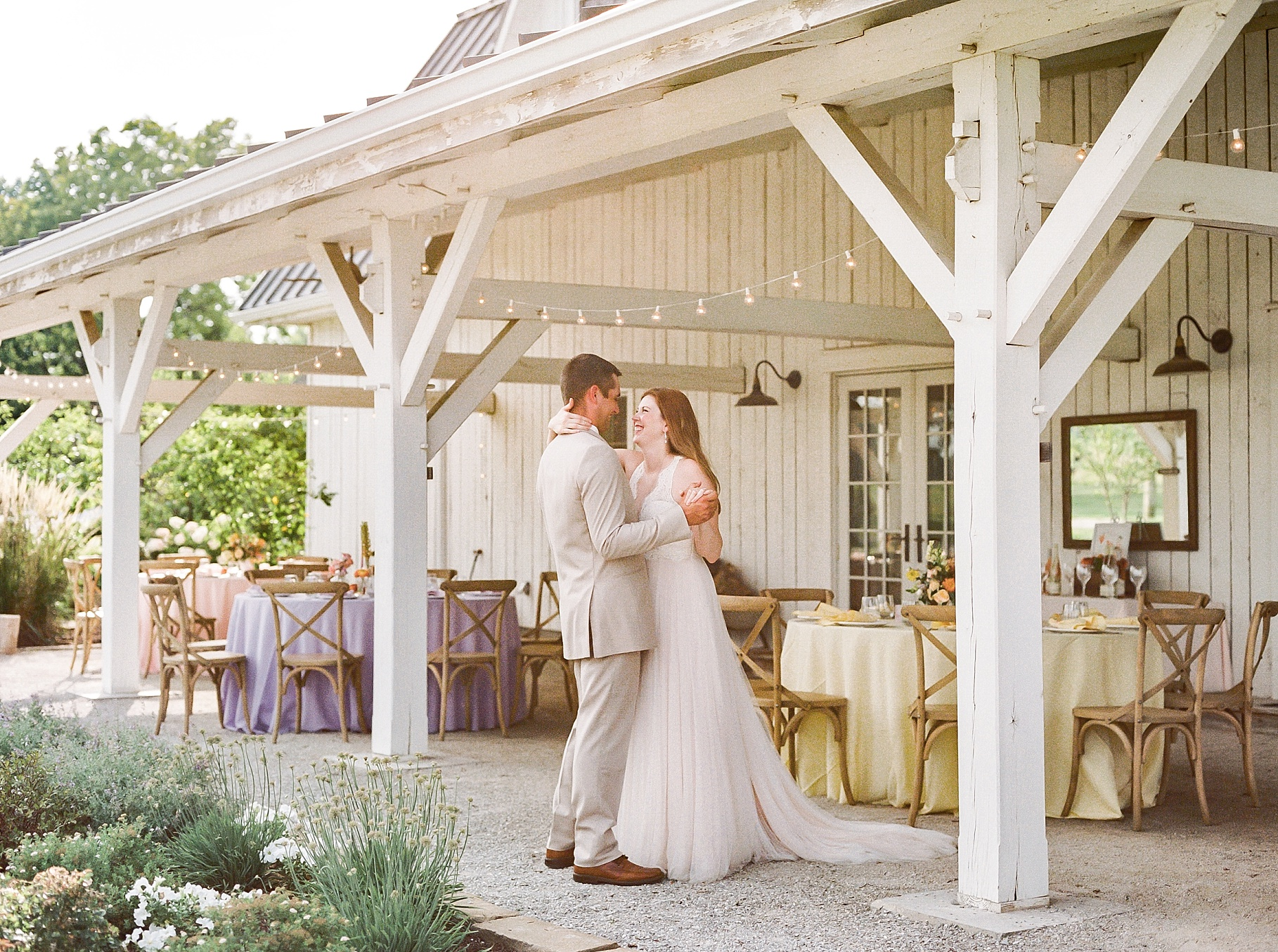 Late Summer Wedding With Pastel Toned Soiree at Blue Bell Farm by Kelsi Kliethermes Photography Best Columbia Missouri Wedding Photographer_0035.jpg