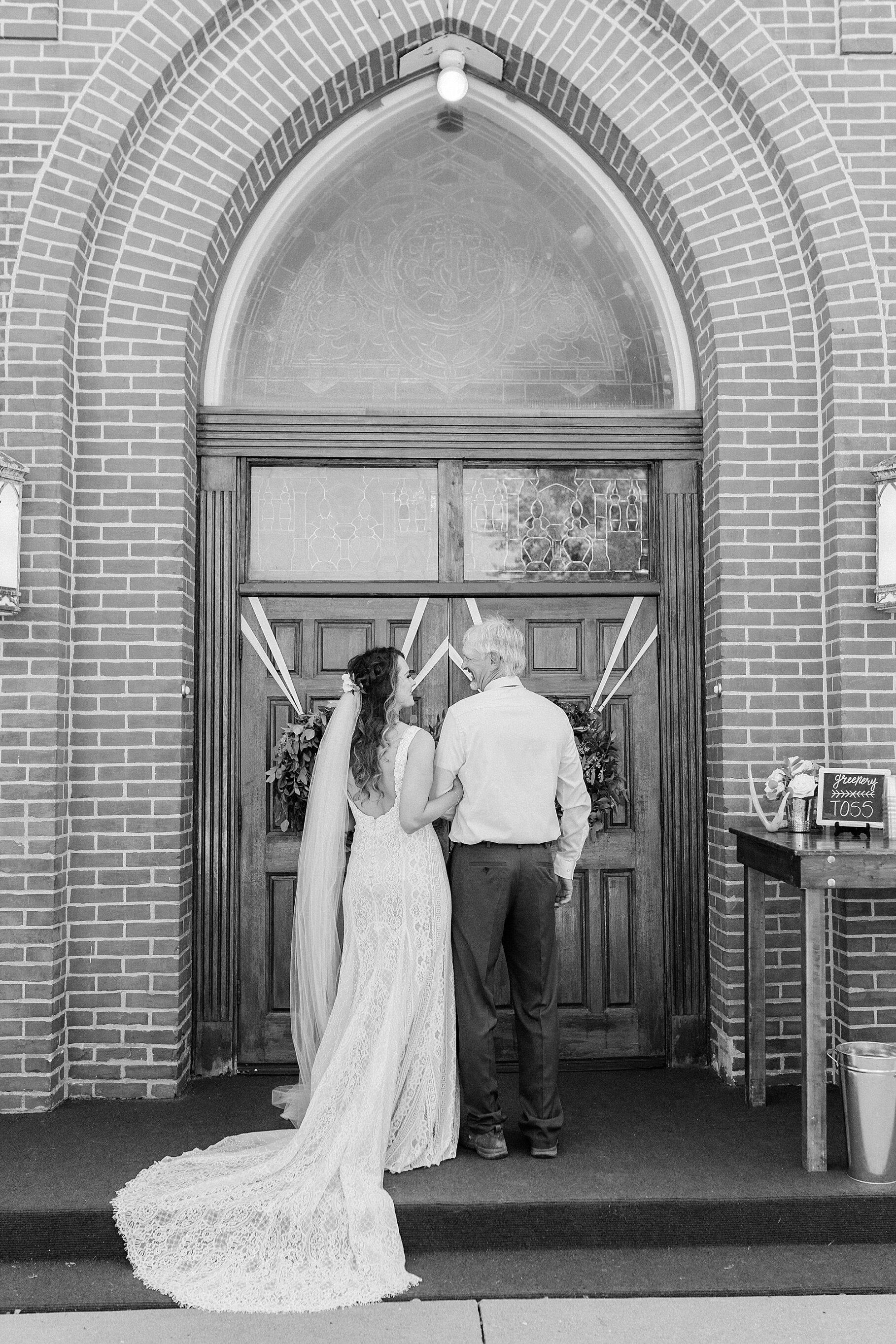 Earth-Toned Wedding by KKP Associate Wedding Photographer and Kelsi Kliethermes Photography Best Columbia Missouri Wedding Photographer_0045.jpg