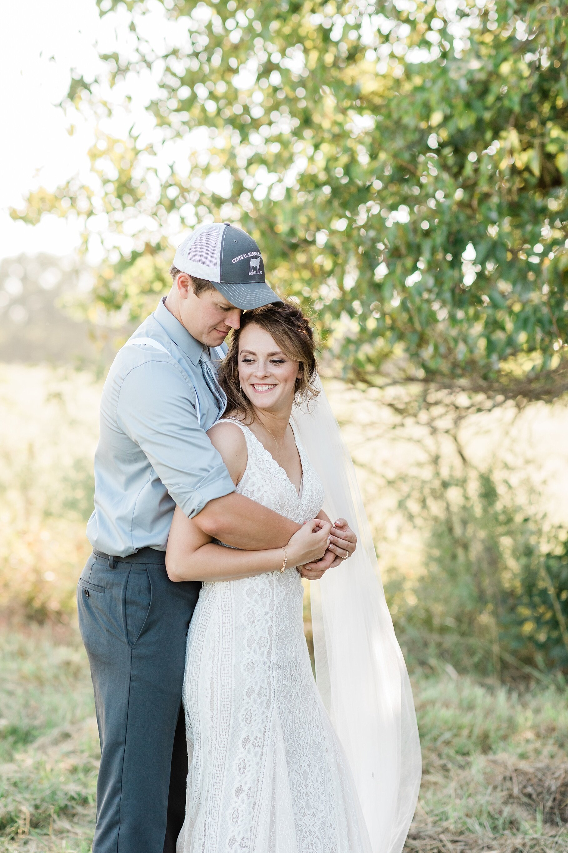 Earth-Toned Wedding by KKP Associate Wedding Photographer and Kelsi Kliethermes Photography Best Columbia Missouri Wedding Photographer_0010.jpg