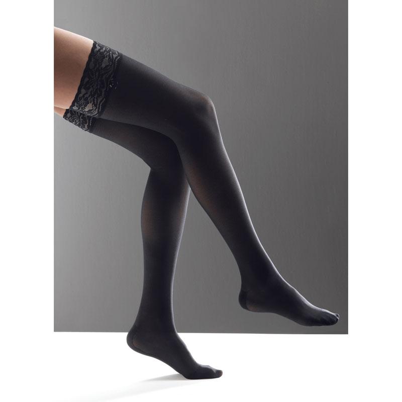 Le bas cuisse offre une compression qui dépasse votre genou. Idéal pour aller chercher une efficacité sur les varices de la cuisse. Il est également plus élégant pour celles qui portent une jupe