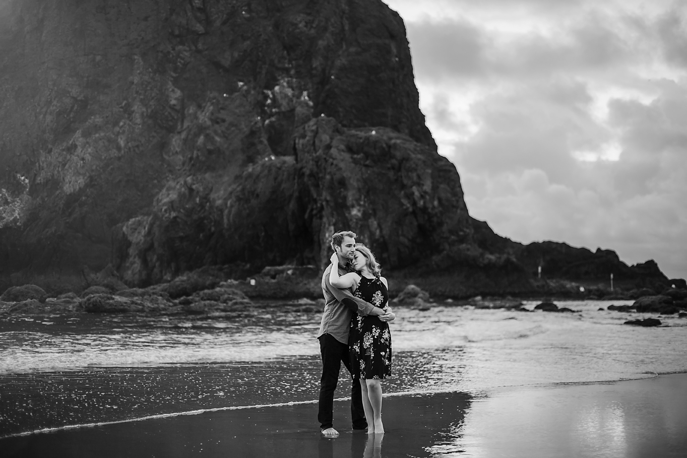 Amanda + Matt - Oregon Coast Engagement Photographer - Destination Elopement Photographer - Emily & Co. Photography (10).jpg