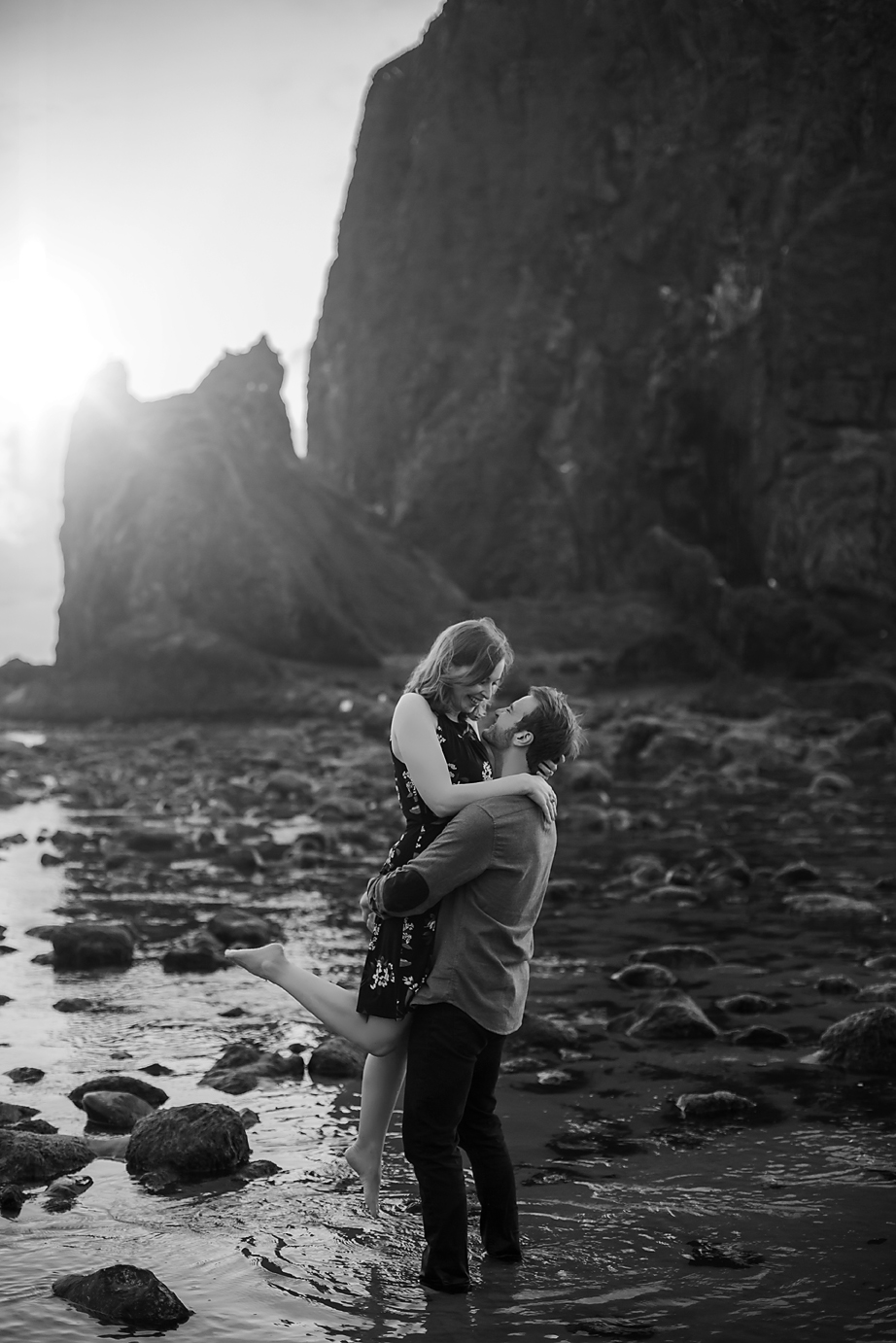 Amanda + Matt - Oregon Coast Engagement Photographer - Destination Elopement Photographer - Emily & Co. Photography (16).jpg