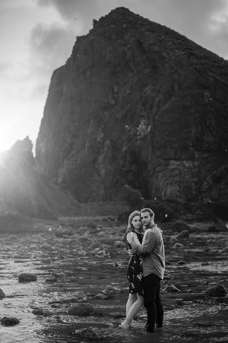 Amanda + Matt - Oregon Coast Engagement Photographer - Destination Elopement Photographer - Emily & Co. Photography (14).jpg