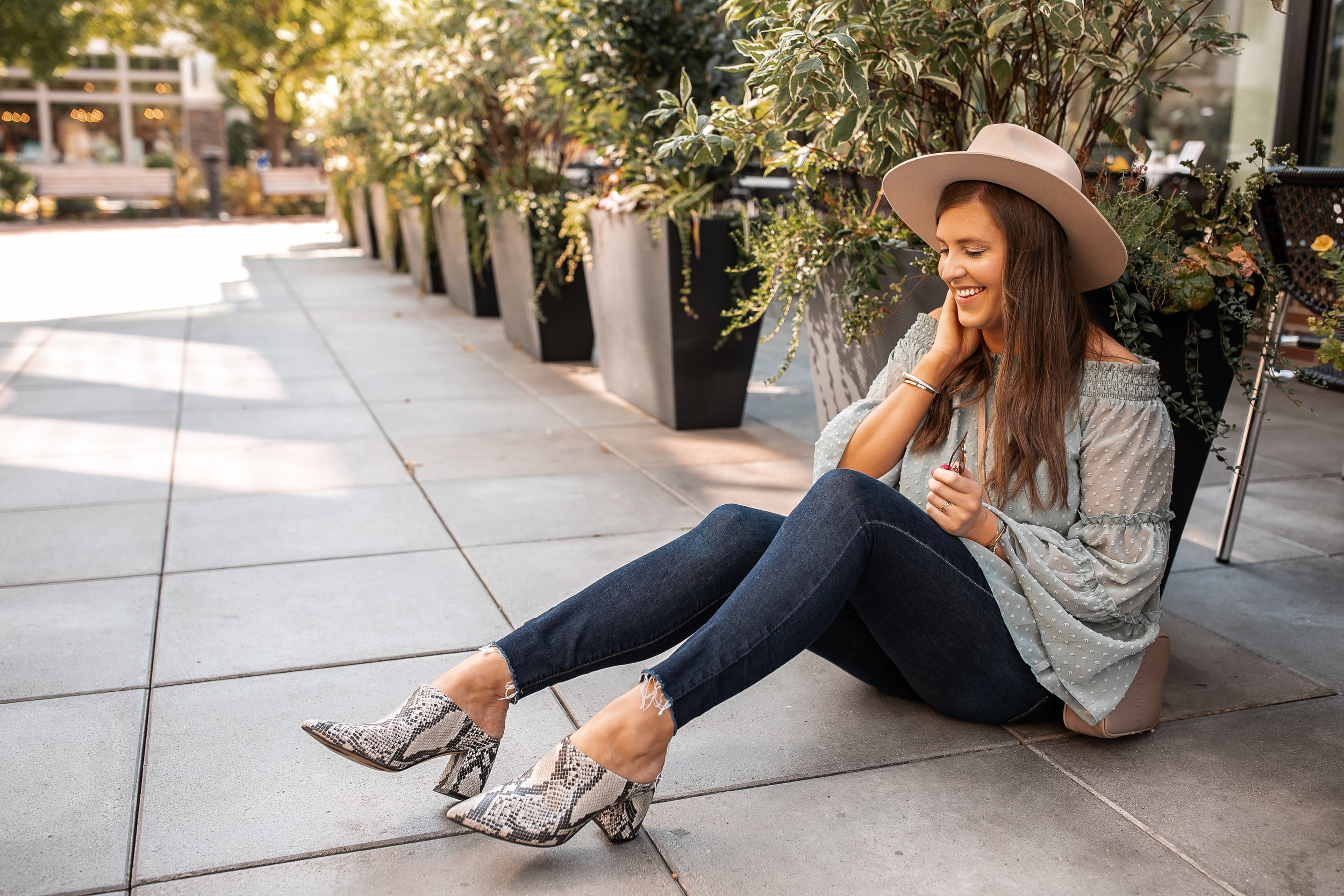 Snake  skin shoes and skinny jeans outfit for fall @stylebyjulianne