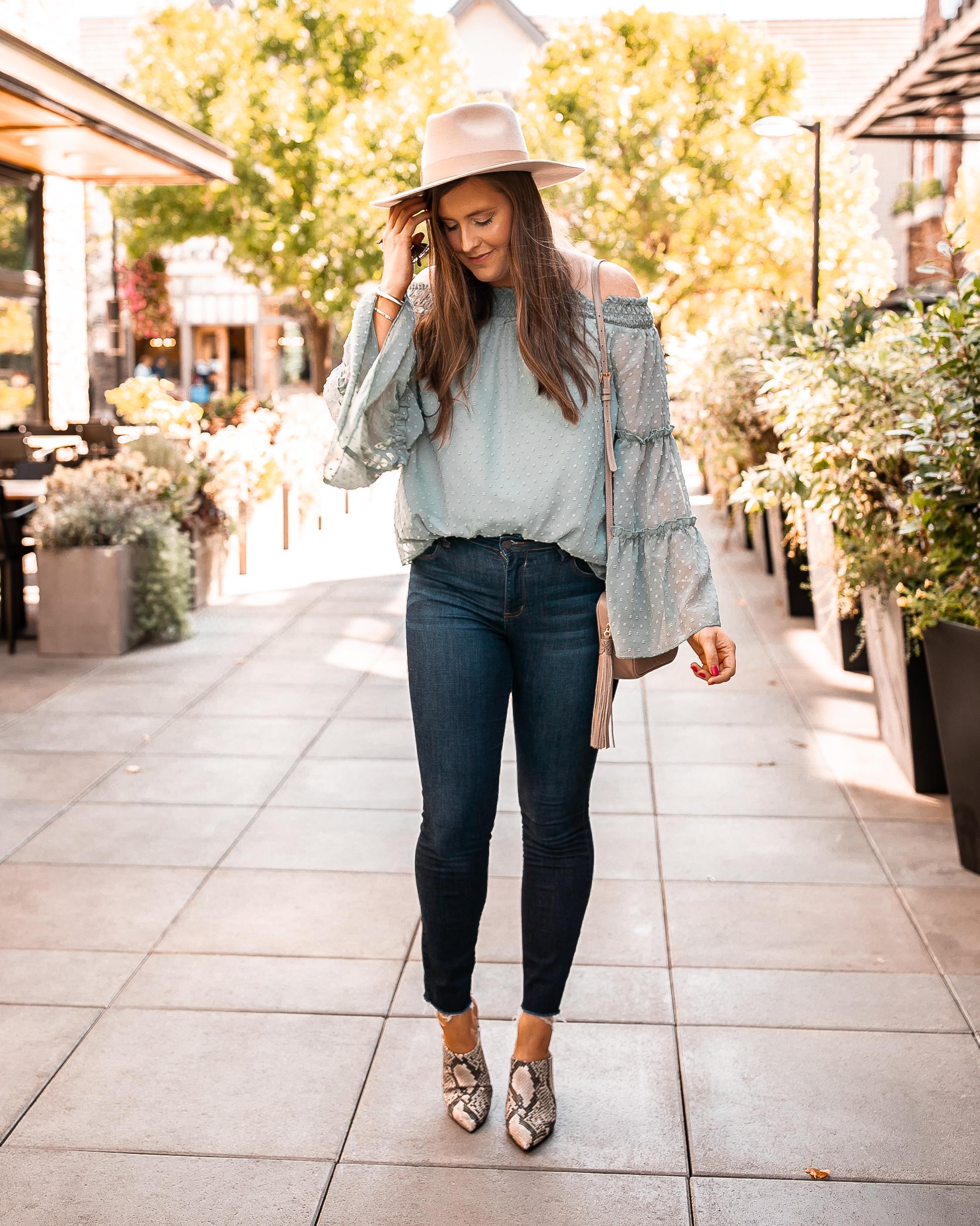 Fall Outfit Dark Wash Skinny Jeans @stylebyjulianne