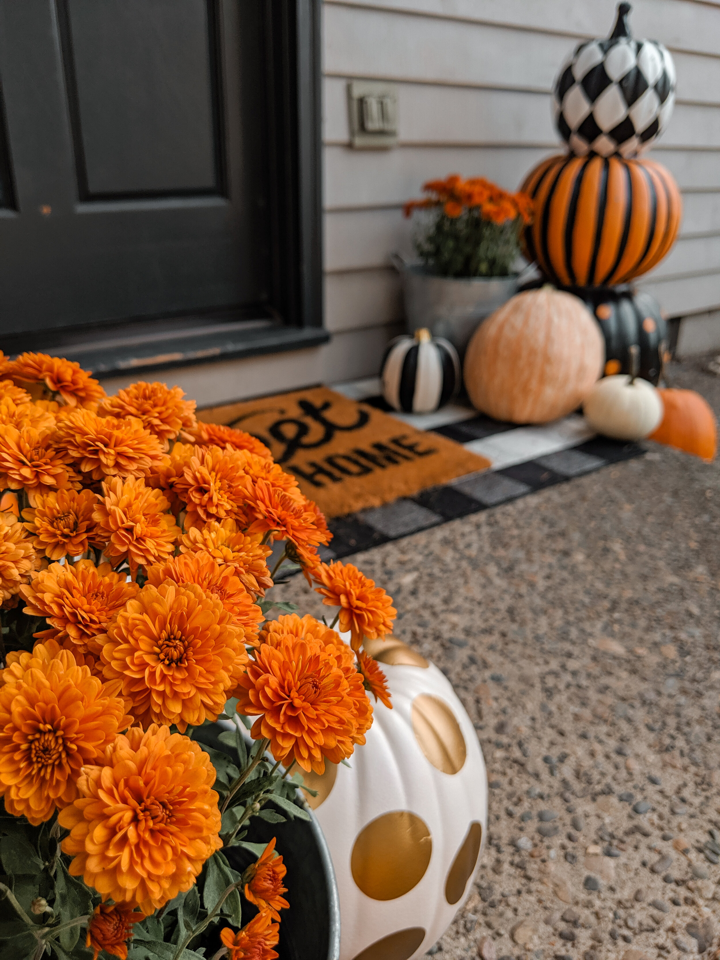 Front Door Decor For Fall - Mums and Pumpkins