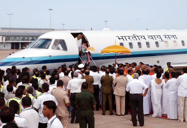 The relics arrive in Sri Lanka 2012