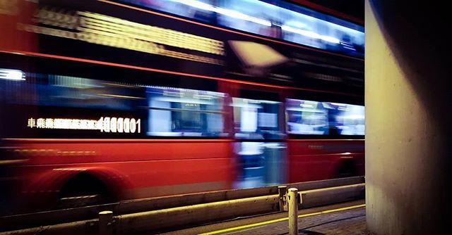 Hong kong Rush hour  #jesperjustesen #hongkong #jesperjustesen #pictureoftheday #bus #streetphotography #night
