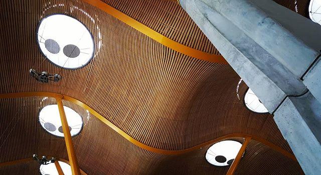 Enjoying Madrid 💖📸💖 #pictureoftheday #madrid #jesperjustesen #airport #flight #delayed #enjoying #cafe #view #architecture #design