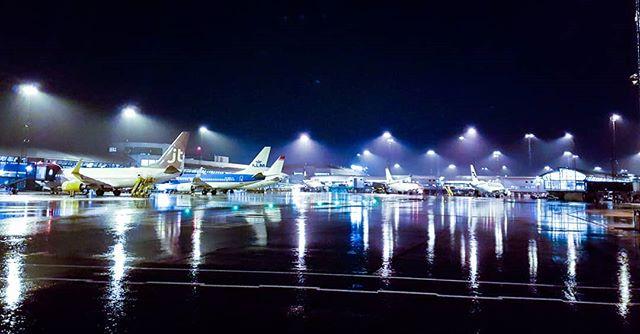 Love the reflections when it rains.  #jesperjustesen #work #airport #rain #love #plains #cph #reflections #night