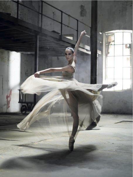 Grunge ballerina.jpg