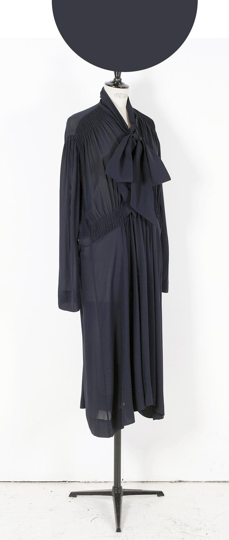 03D NAVY/ Plain Long Sleeve Midi Dress