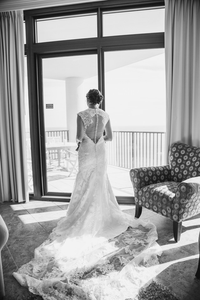 Black and white bride photographies
