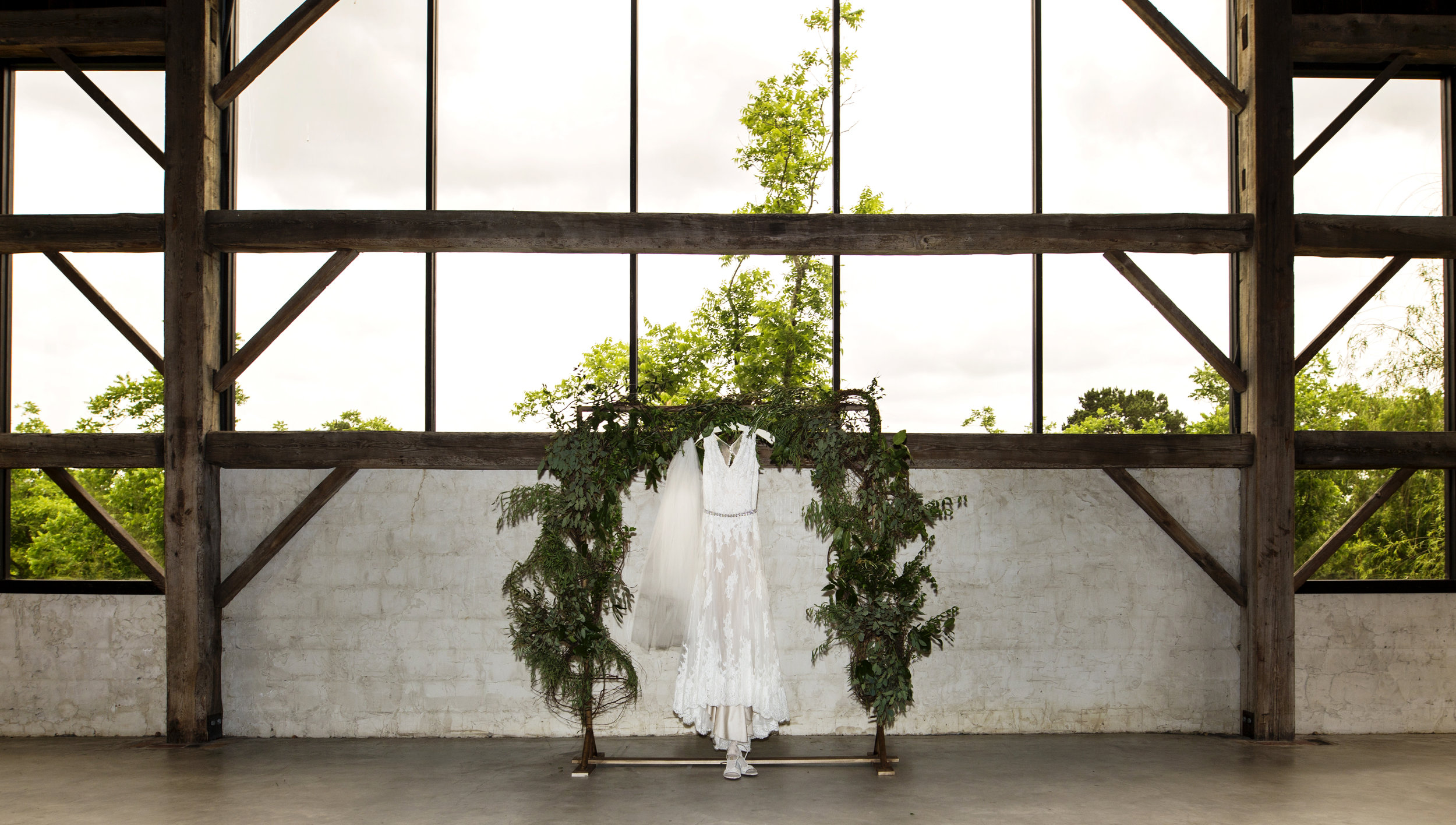 Calvin-wedding-chandelier-grove-tomball-tx-ashleigh-rodriguez-photography-1.jpg