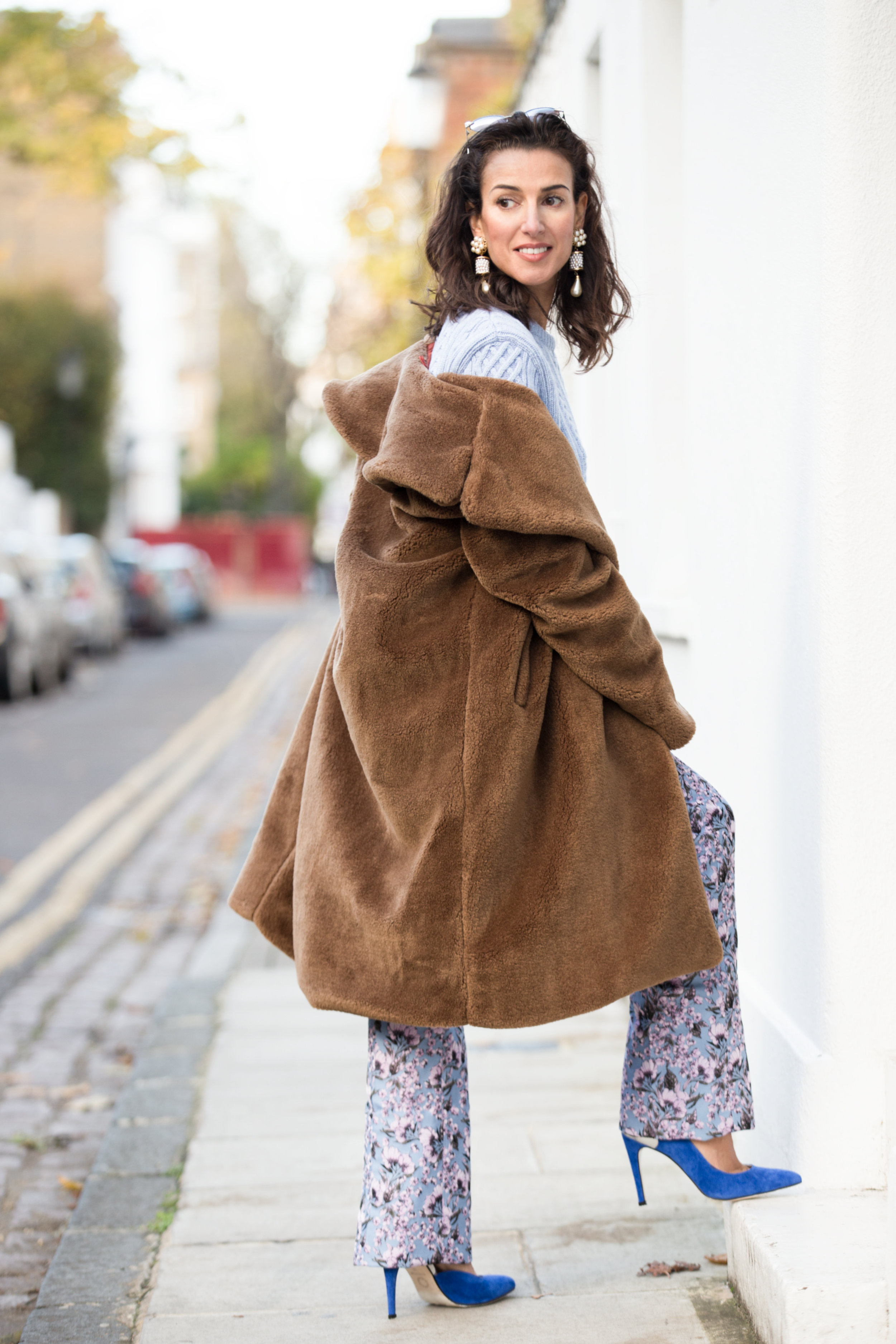 LIGHT BLUE IN LONDONNOVEMBER 24,2017 - If there is something I love, its to combine classic colours, I love to make my outfits transmit something, in this case the light blue is a fresh and calm color, (it´s flattering especially for brunettes) which I matched with a dark camel color, I just love this kind of contrast...read more