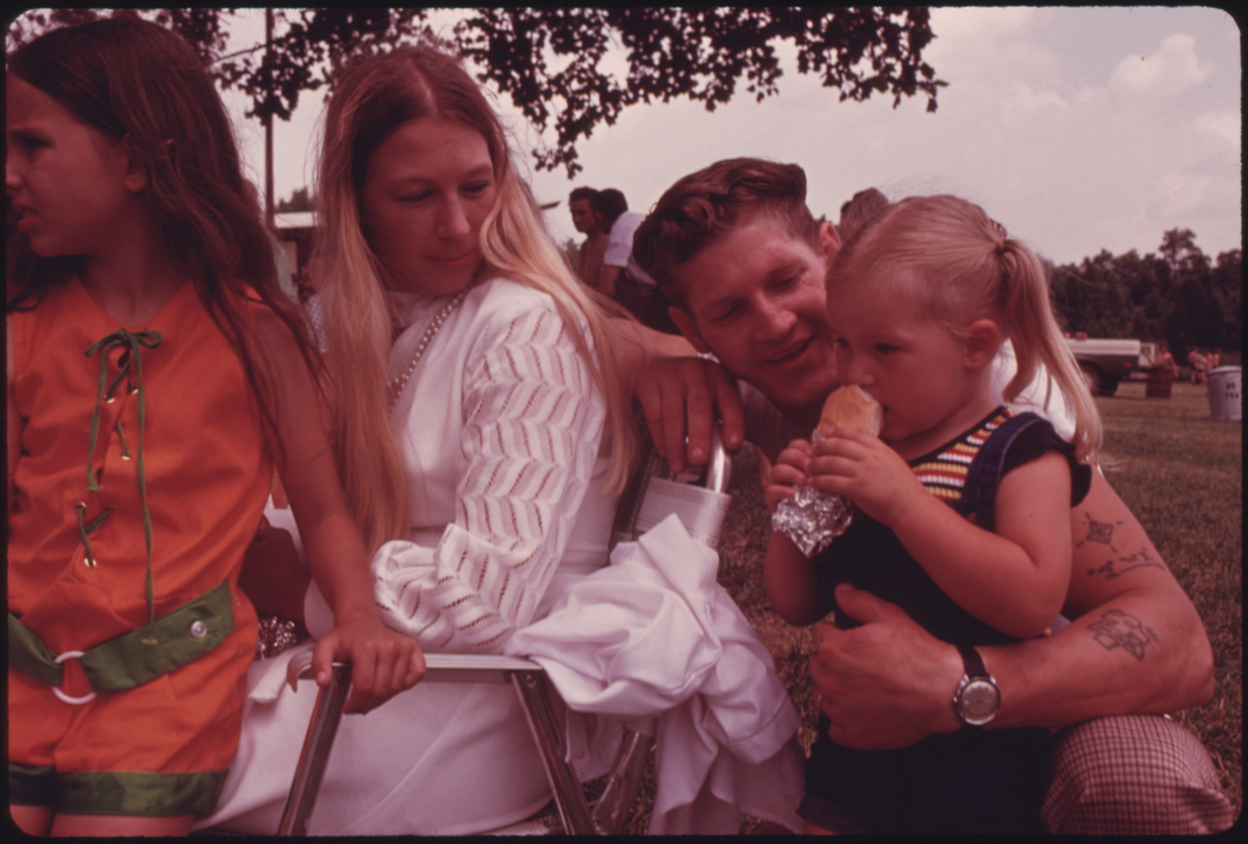 Father.Family.70s.HotDog.jpg