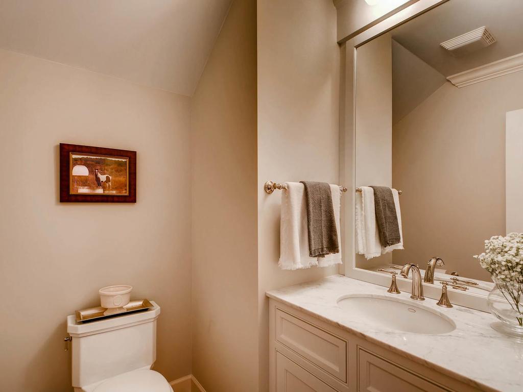 531 S 10th St Minneapolis MN-MLS_Size-016-17-Powder Room-1024x768-72dpi.jpg